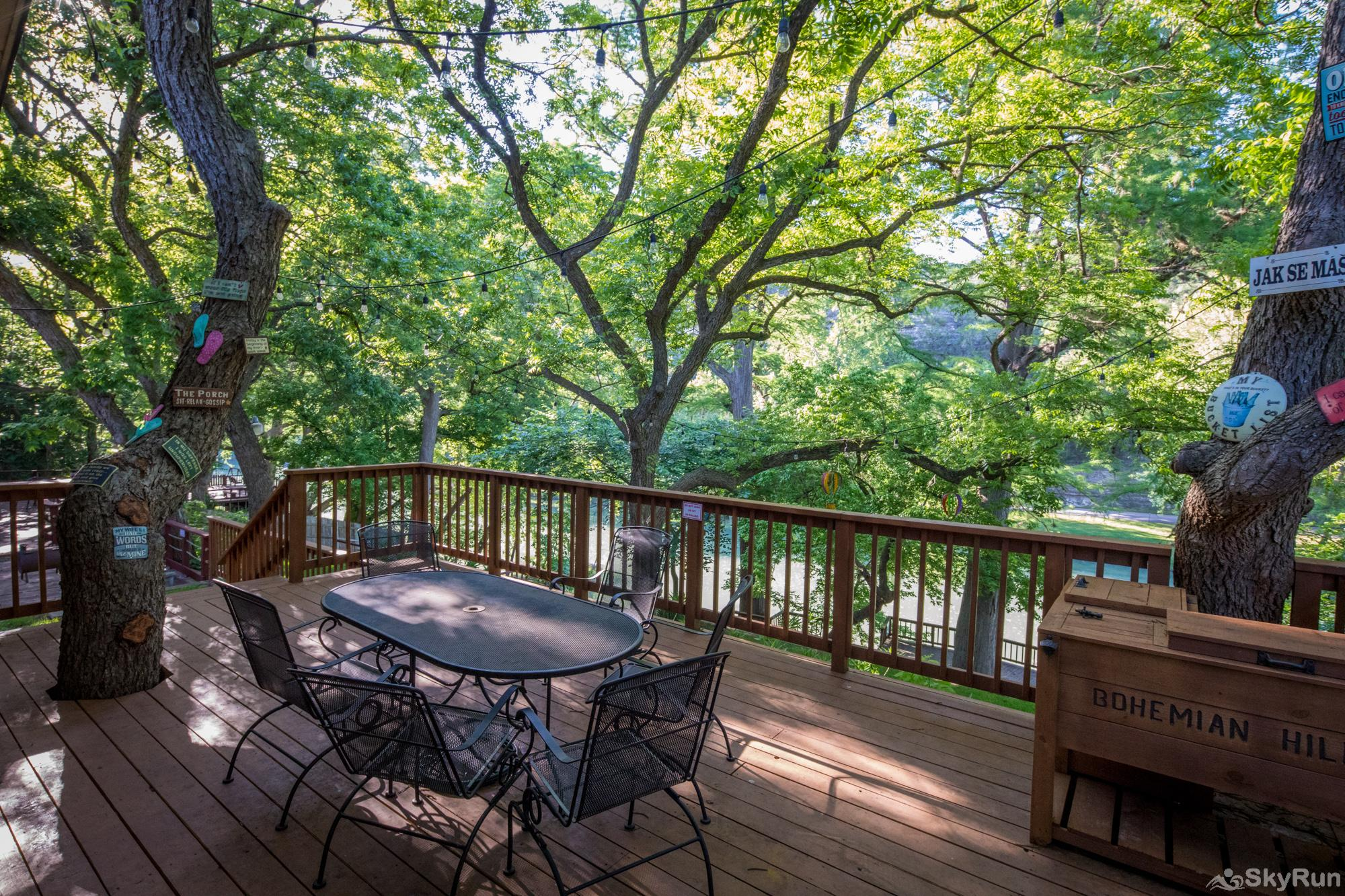 BOHEMIAN HILL Beautiful Deck Overlooking the Guadalupe River