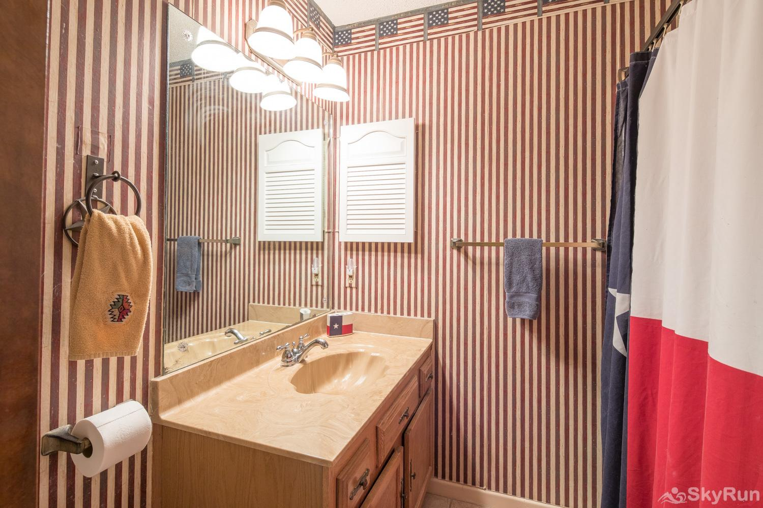 MAC'S PLACE First Bathroom with Shower/Tub Combo