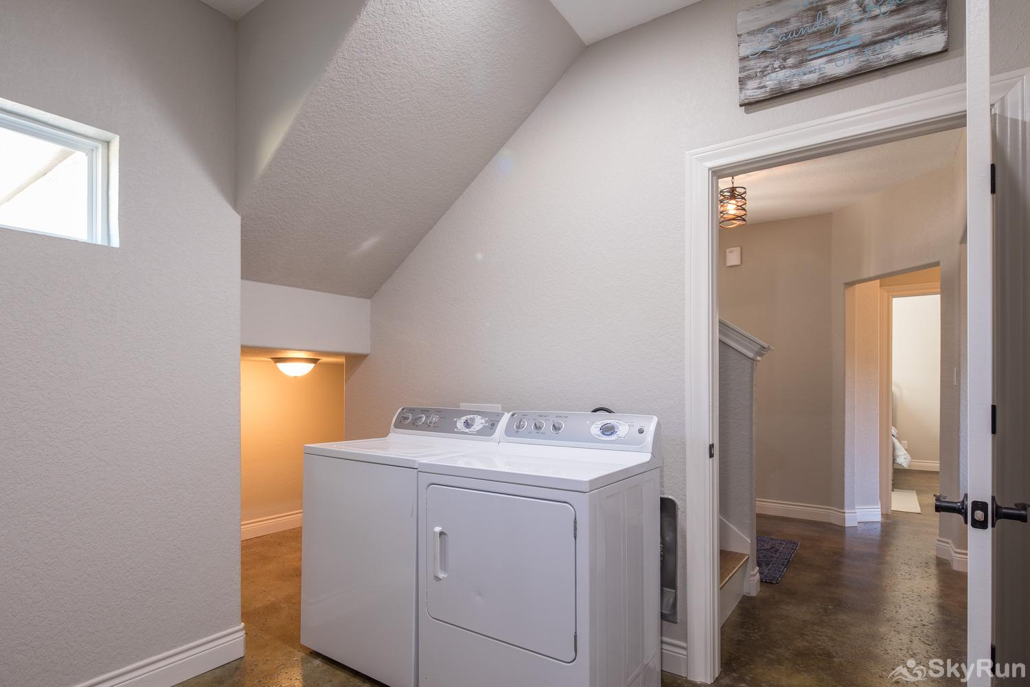 LAKESIDE LEDGE Washer and Dryer Available for Guest Use