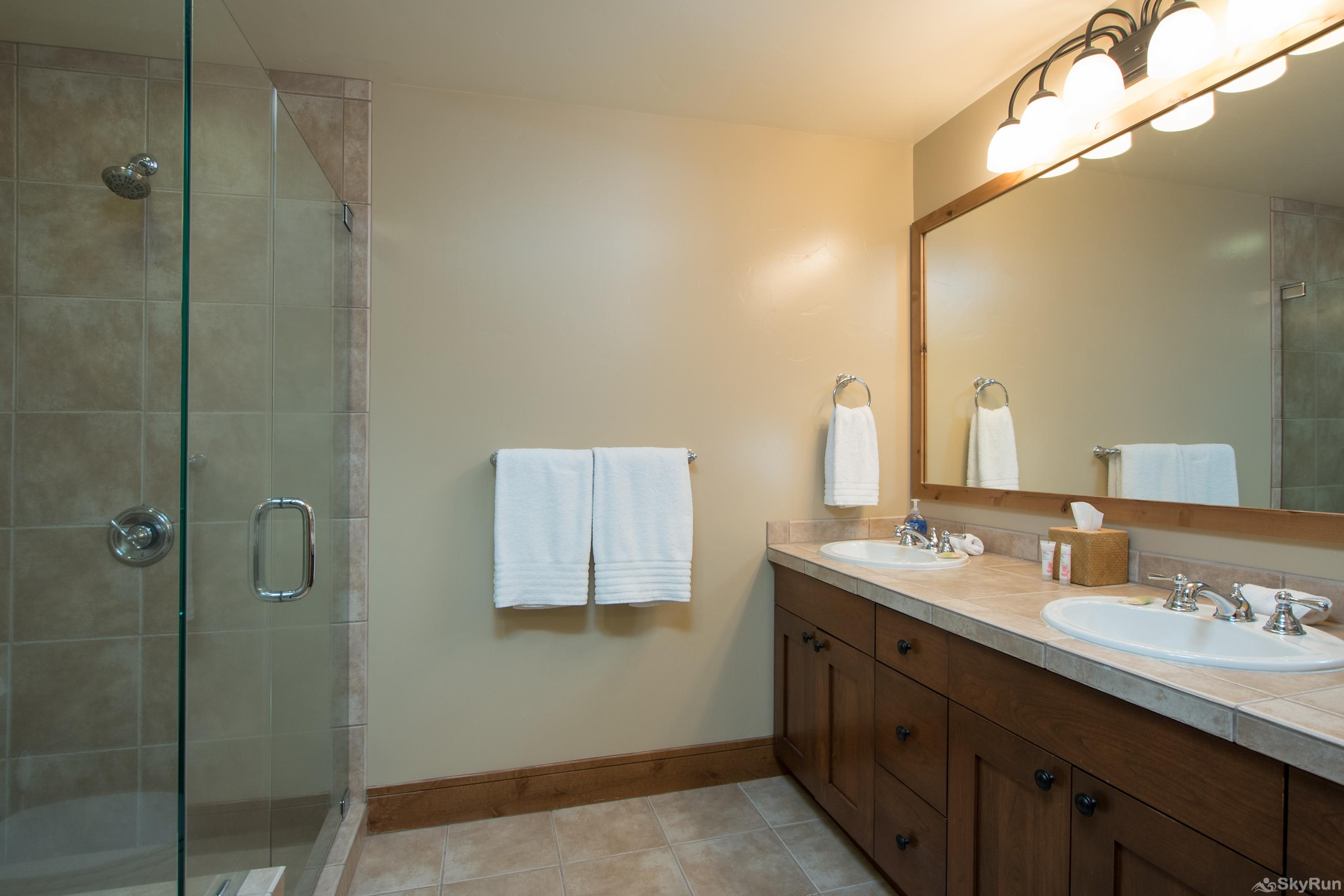 Catamount 306 - In the Heart of Northstar Resort 2nd Bedroom: Junior King Suite - Bathroom