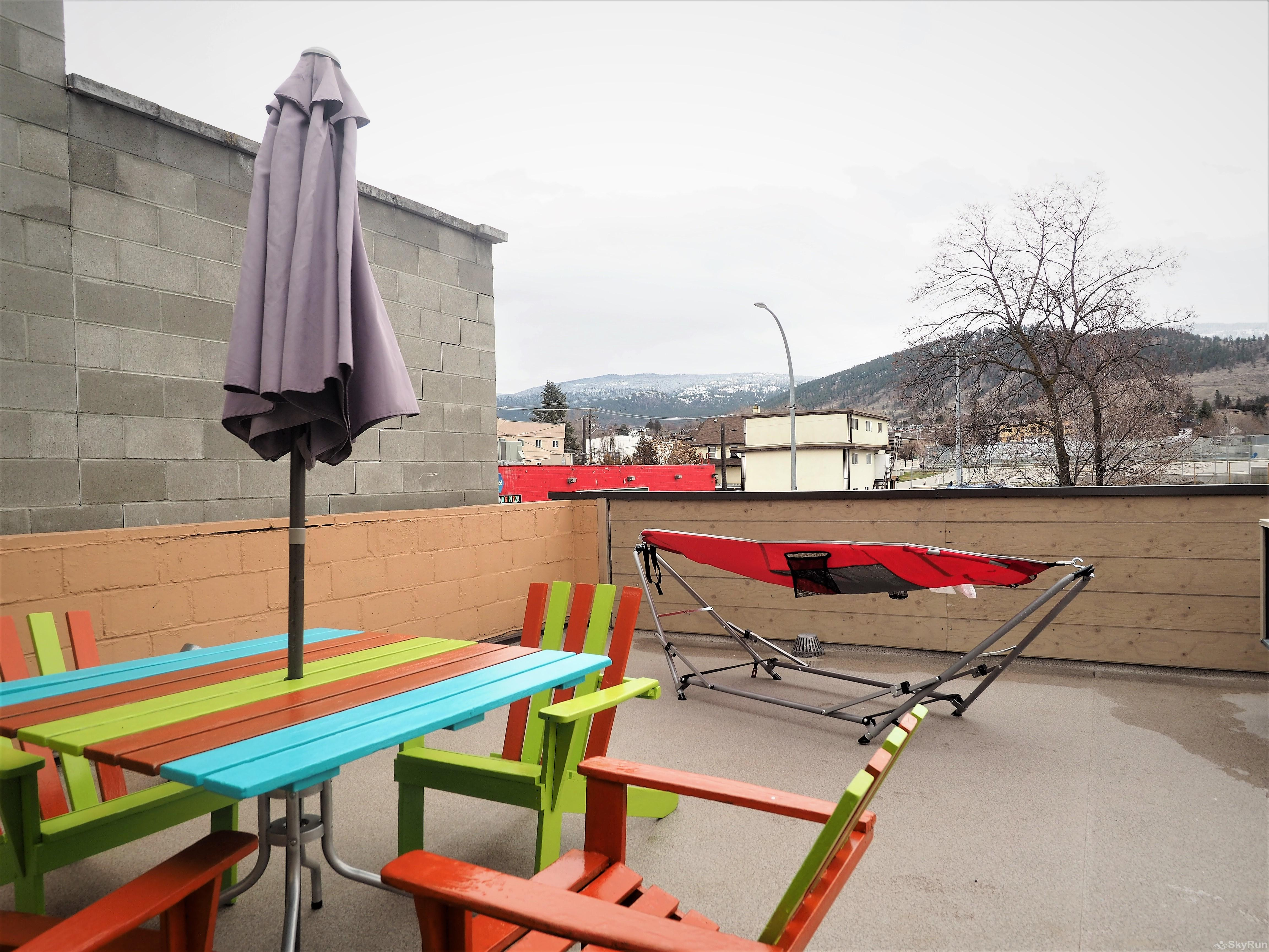 Main Street Rooftop 3 bedroom Patio Furniture & Hammock
