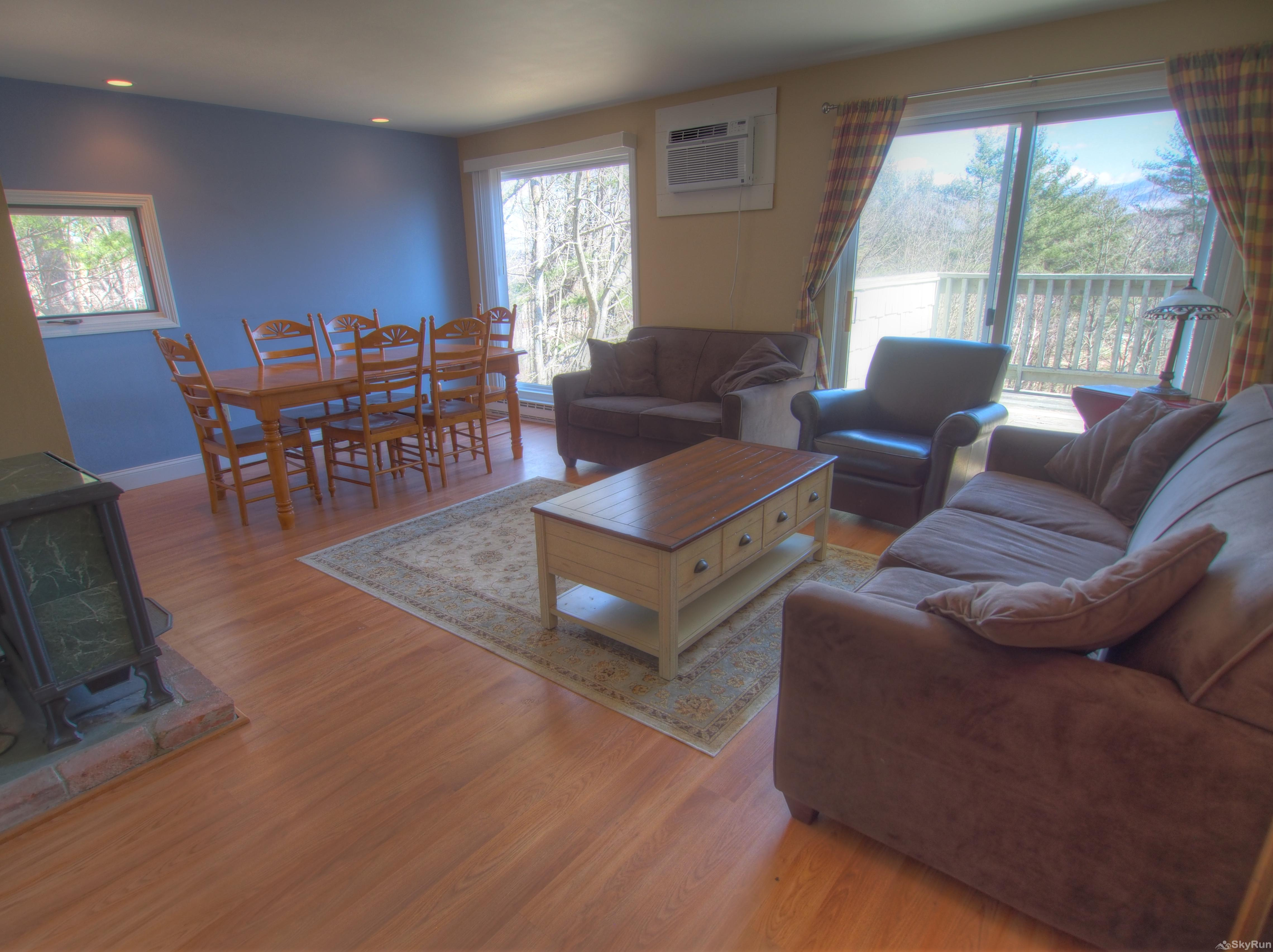 Stowe Mountainside Condo Lovely open space with adjoining living and dining rooms