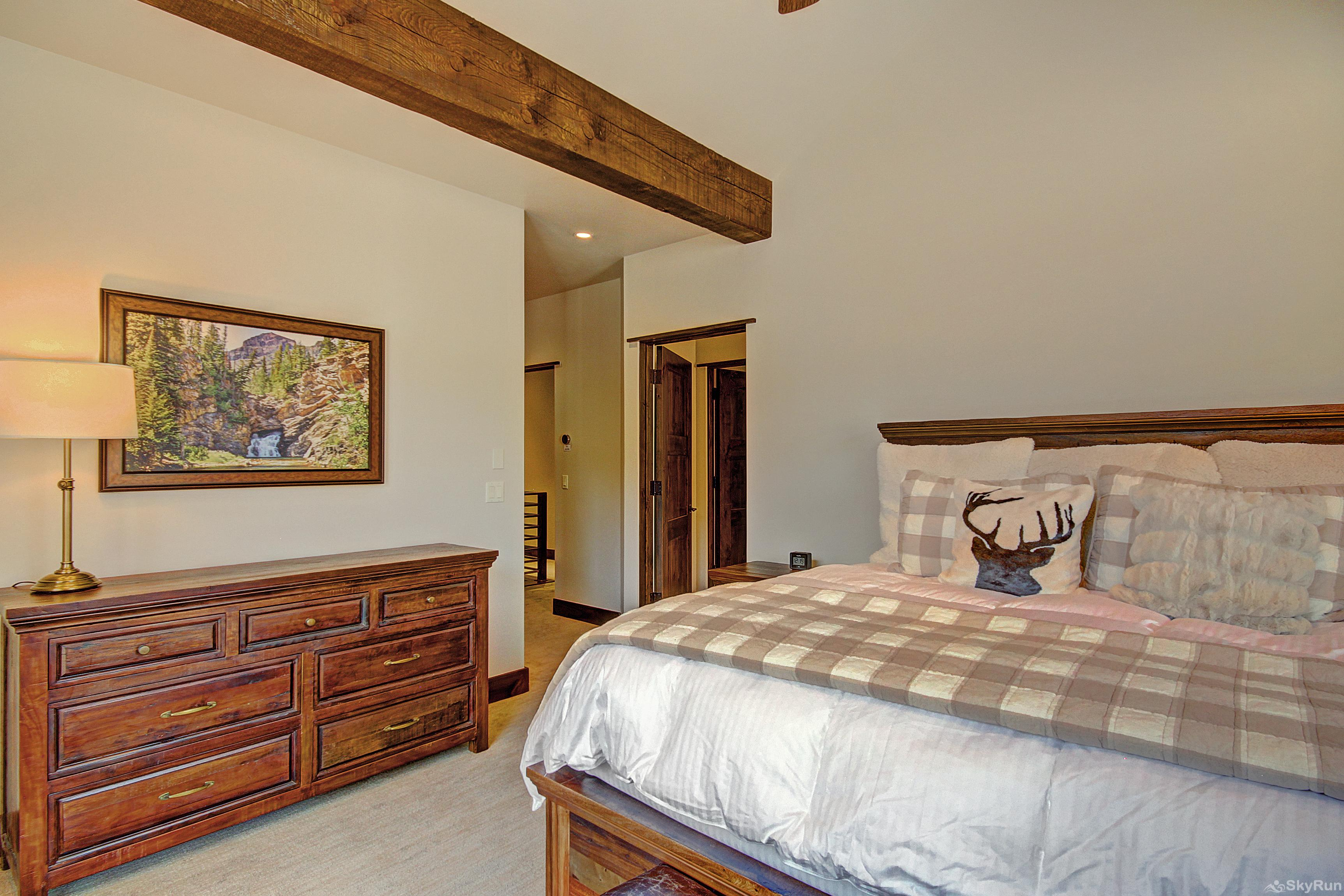 River's Edge Retreat Upper level king master suite with TV, gas fireplace & private ensuite bath