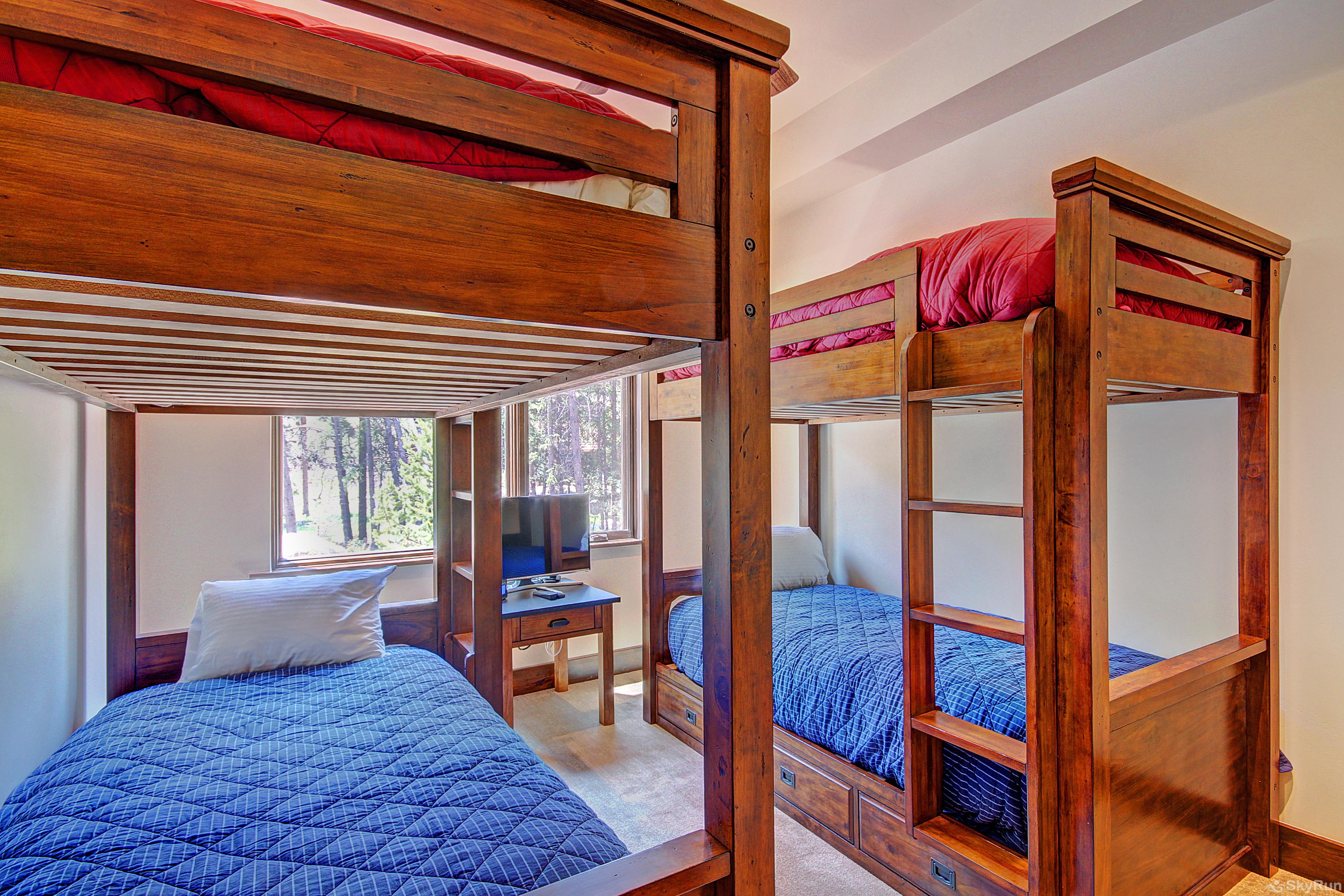 River's Edge Retreat 4th bedroom with 2 sets of twin bunk beds