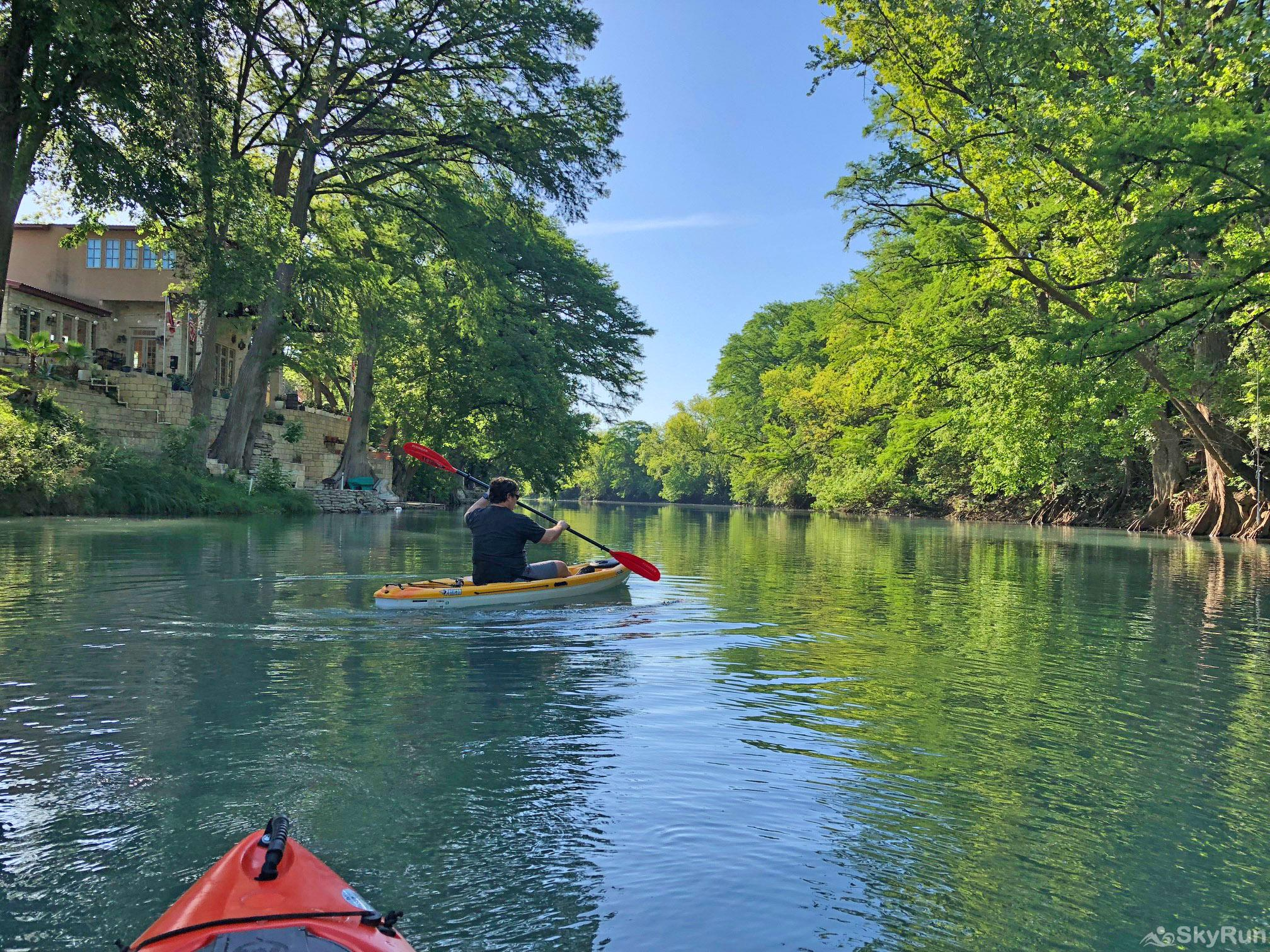 MAVERICK'S RIVER HAUS & GUEST HAUS Your 'Backyard' is the Perfect Place to Paddle or Float