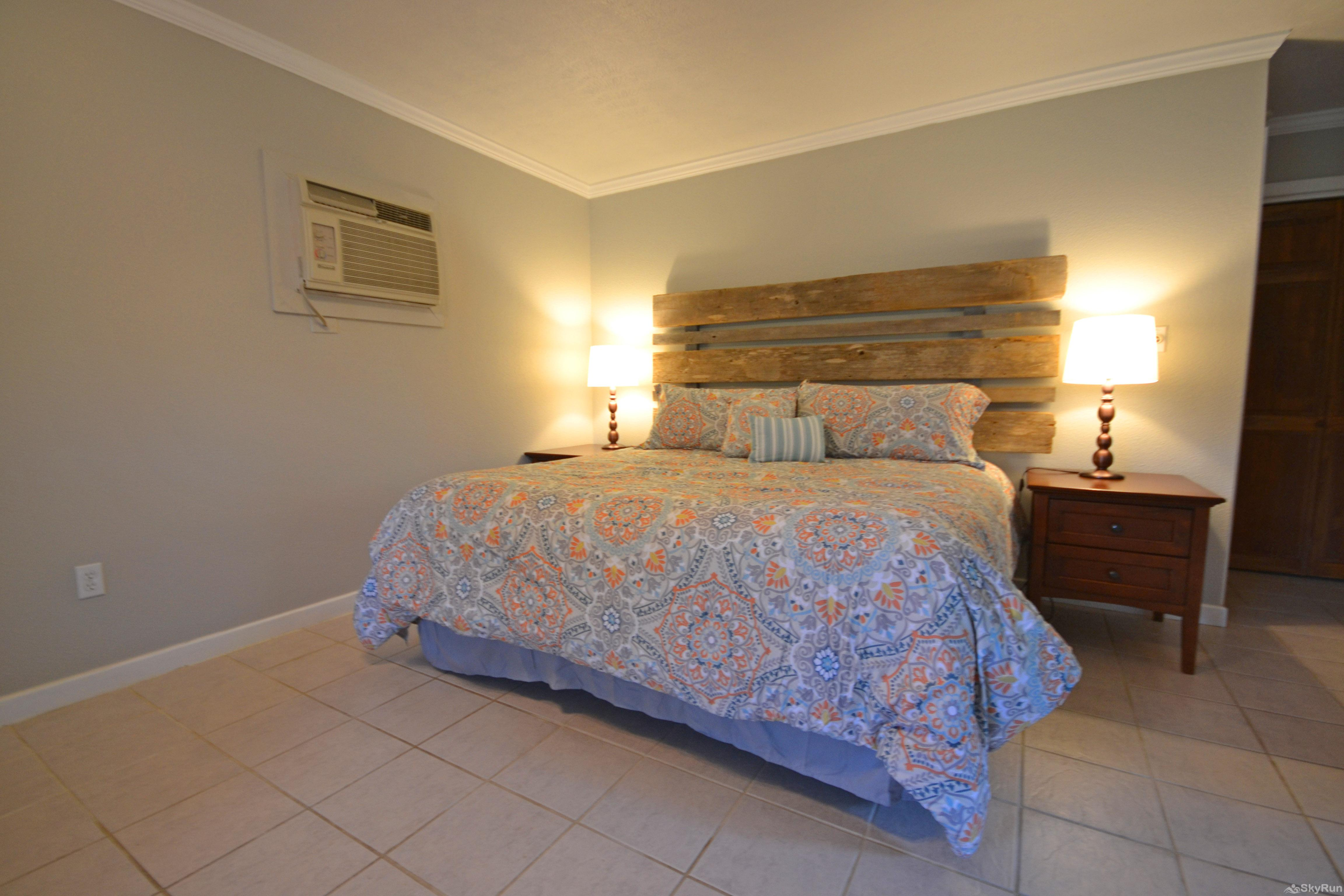 MAVERICK'S RIVER HAUS & GUEST HAUS Comfy King Bed in Guest Studio
