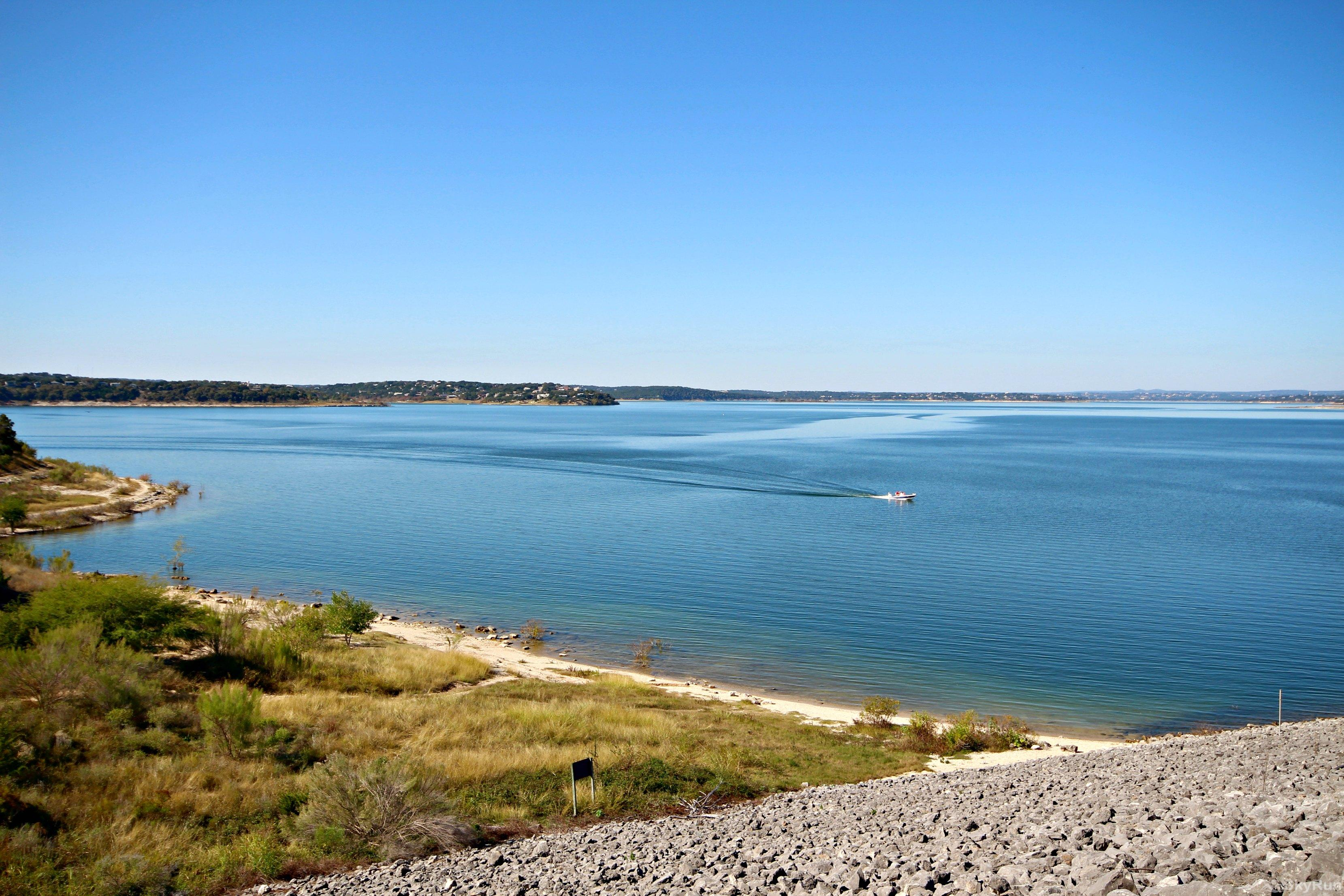 LAKESIDE HAVEN Walk Across Scenic Canyon Dam