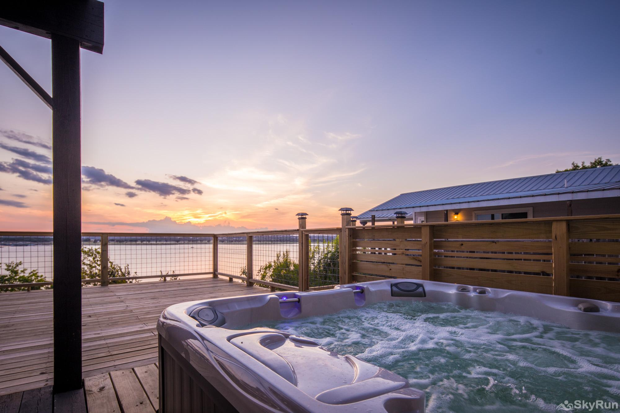 ANCHORS AWAY Enjoy the hot tub and Hill Country sunsets