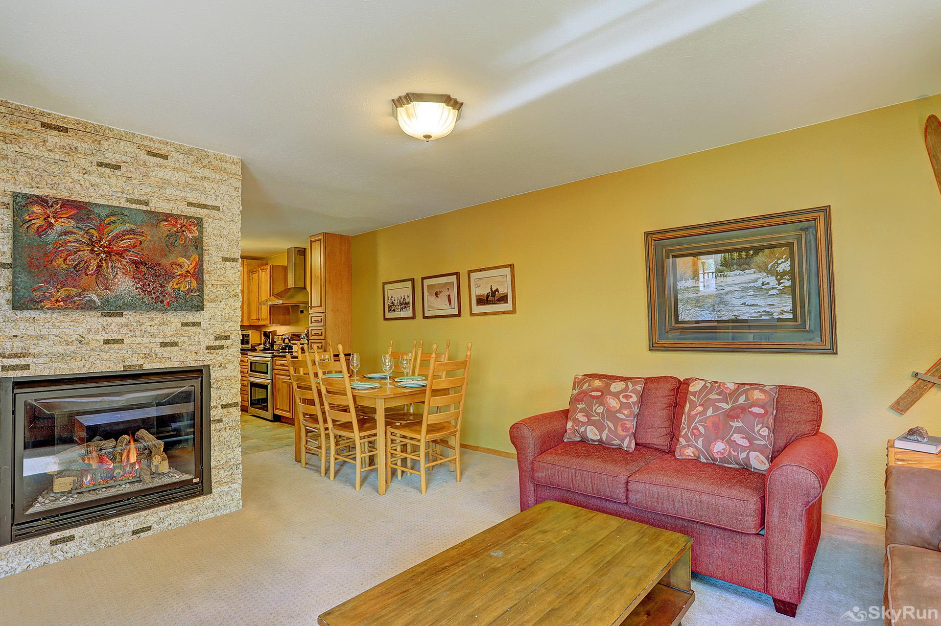 Imperial View Cottage Stay cozy warm by the gas fireplace