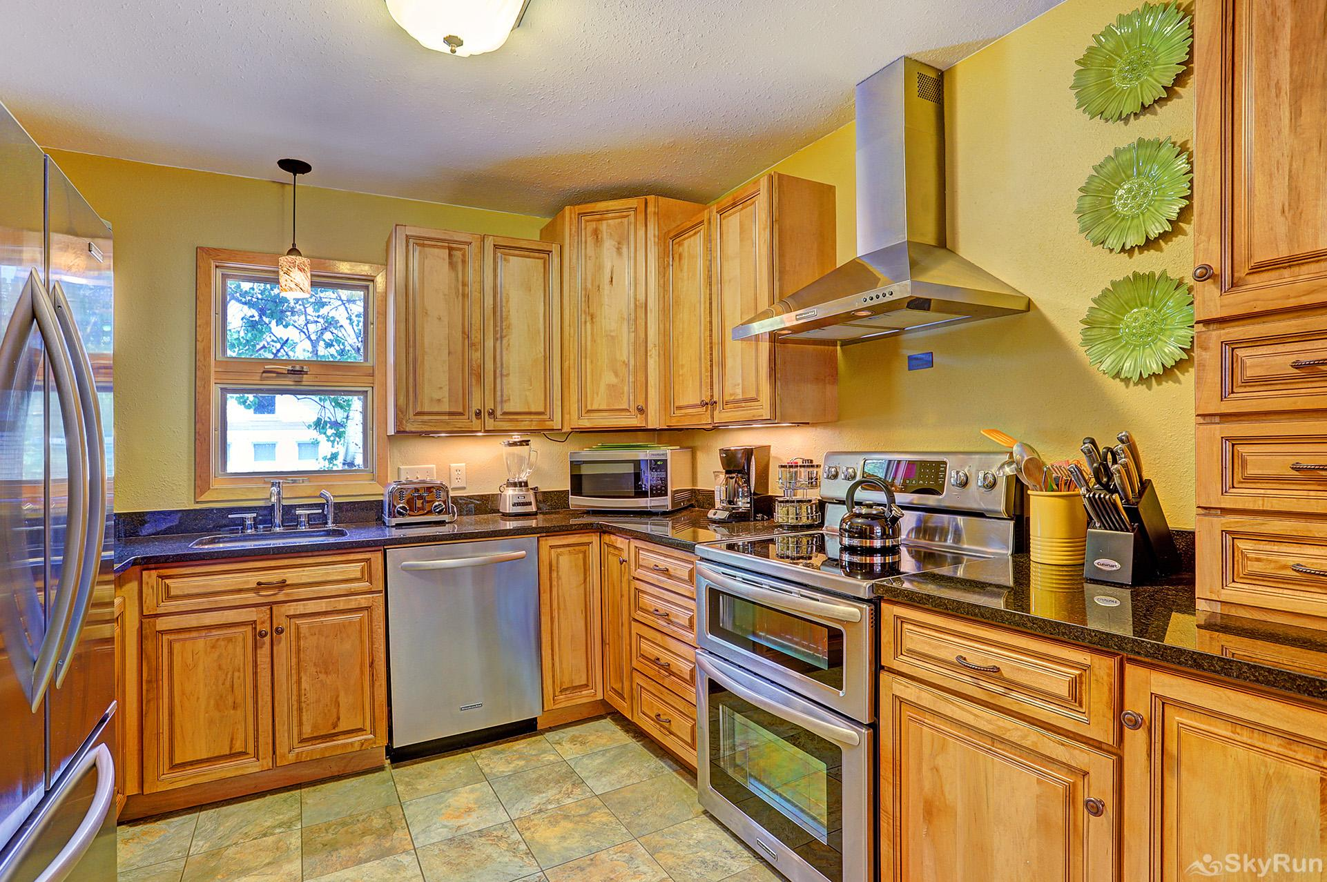 Imperial View Cottage Enjoy home cooked meals with the convenience of a fully equipped kitchen
