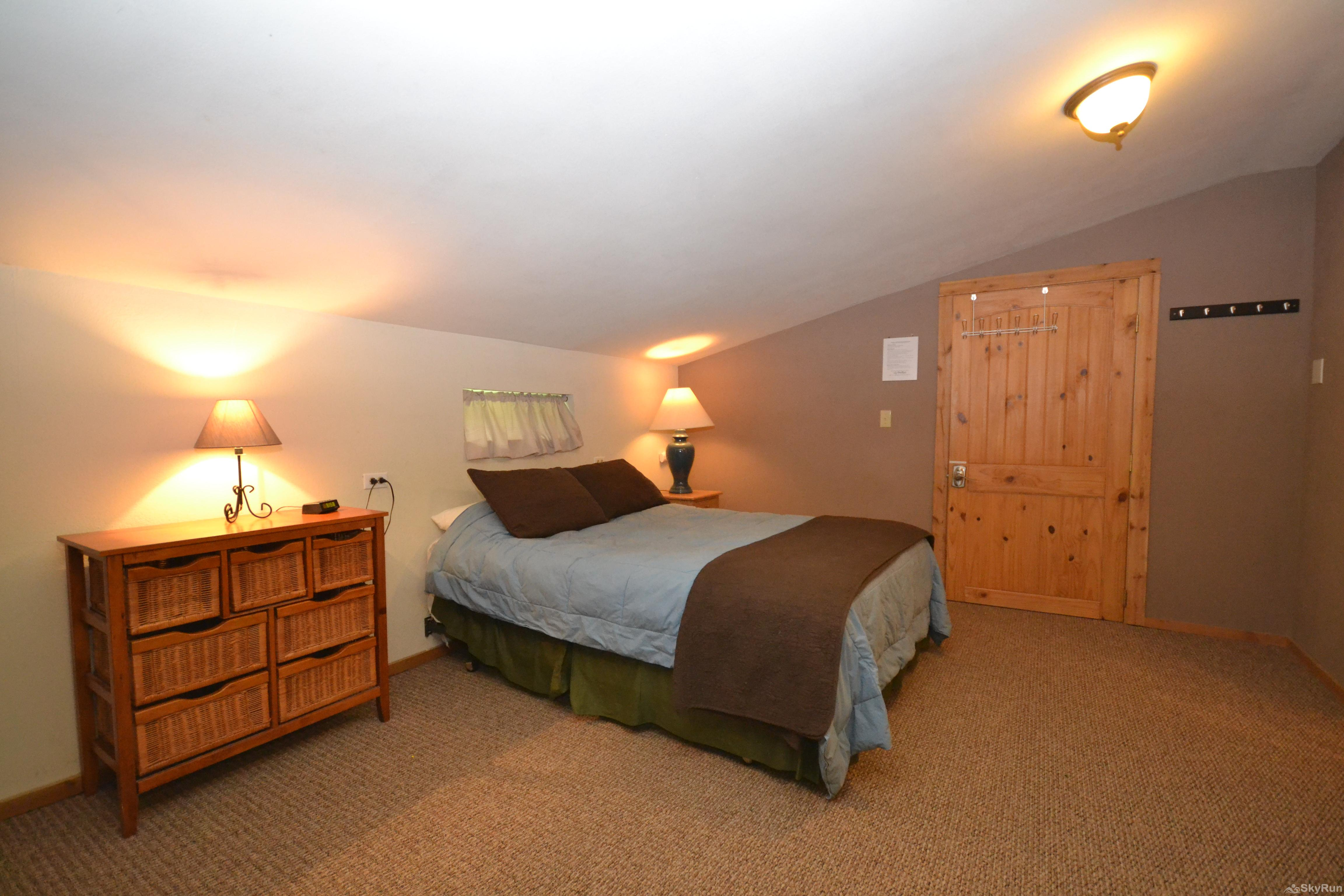 The Studio at Stillwater Mountain Lodge Comfy queen bed