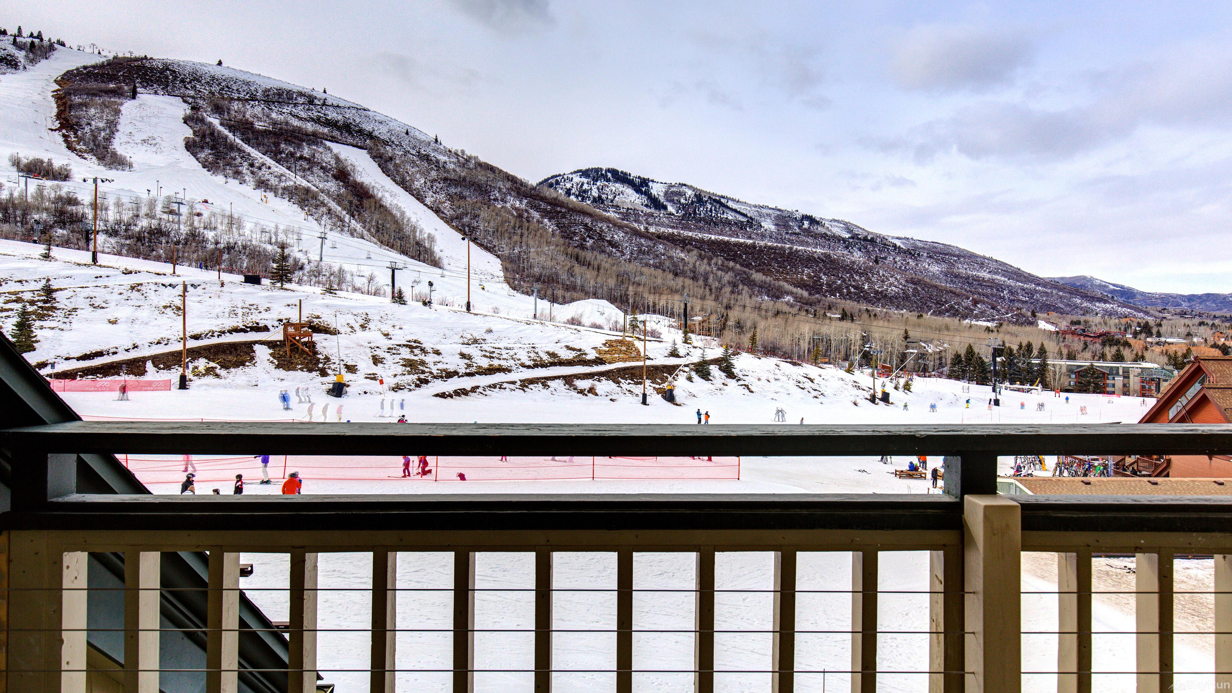 Village Loft 2 Bedroom Ski-In Ski-Out! View the slopes from your deck