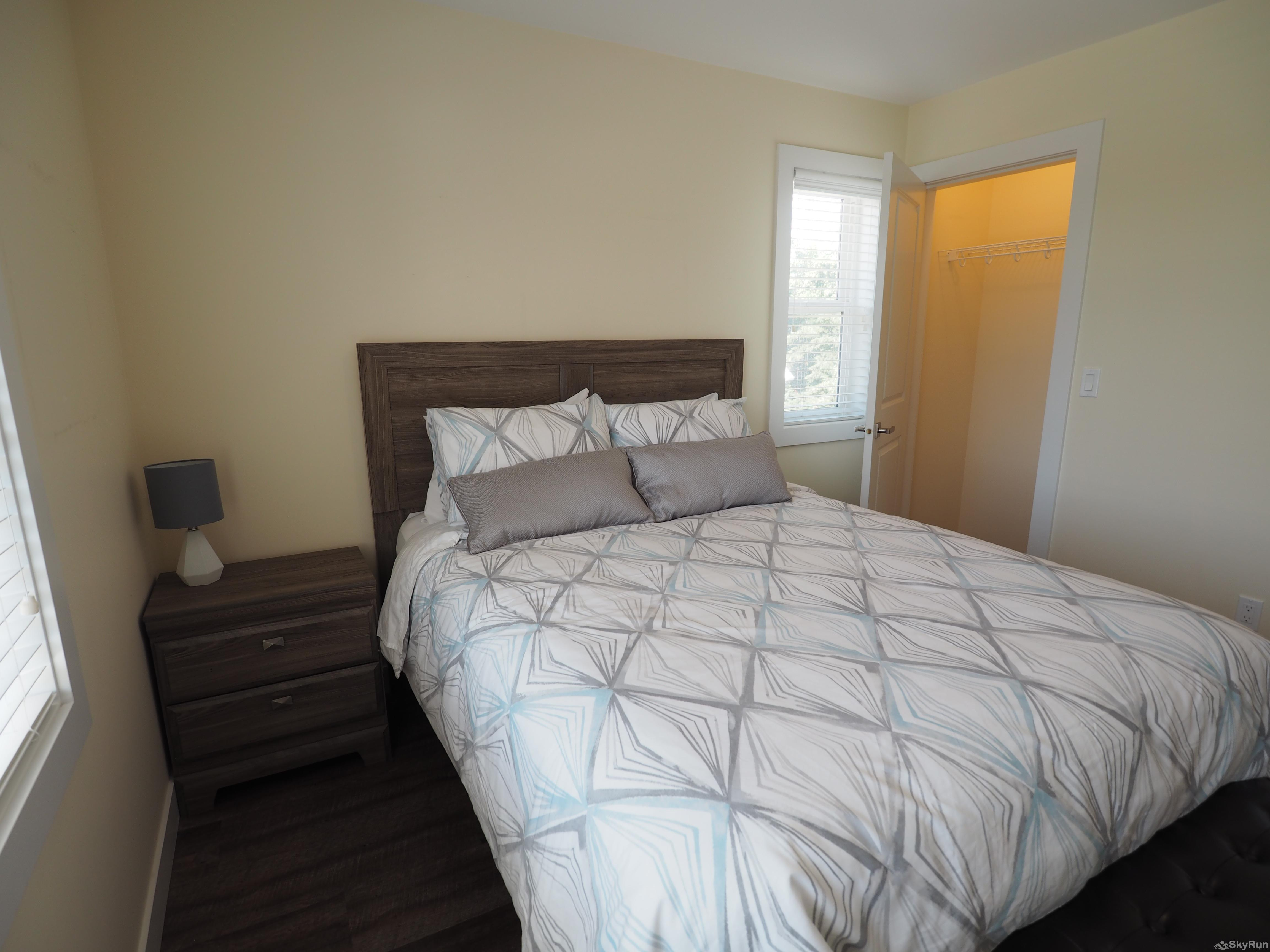 Blue Heron Hide-Away Queen size bed, full closet in second bedroom