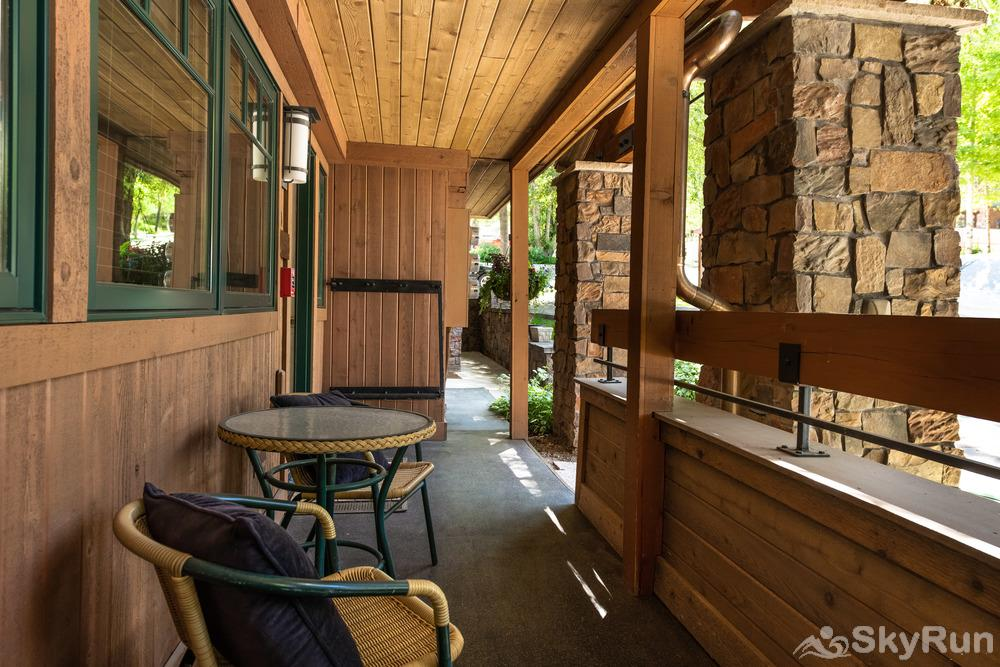 718 S. Mill St. Fasching Haus #4 SkyRun Fasching Haus #4 Outdoor Seating Area