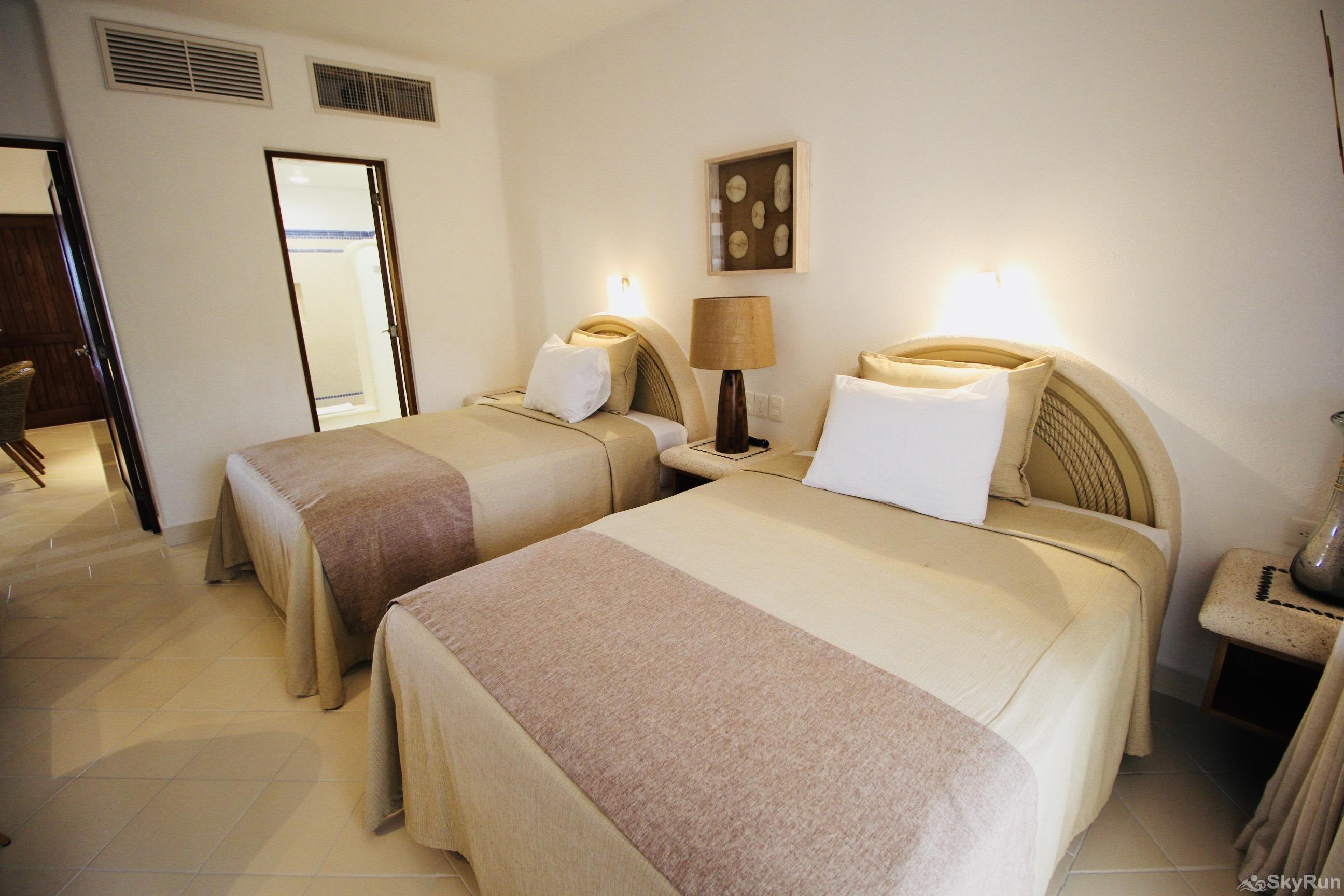 Las Villas Akumal 109 2 Bedroom 2 floor 2nd Bedroom 2 Queen Beds