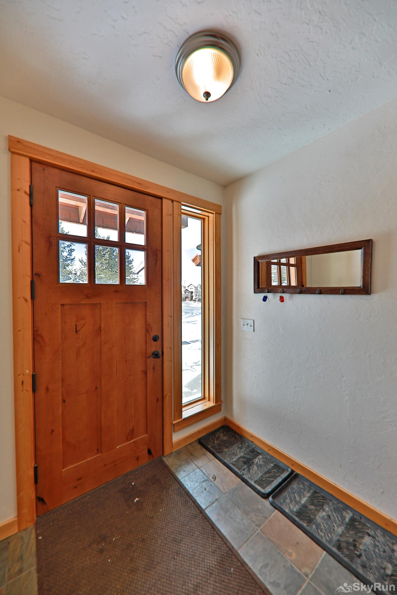 102 Willows Way Entryway with Storage