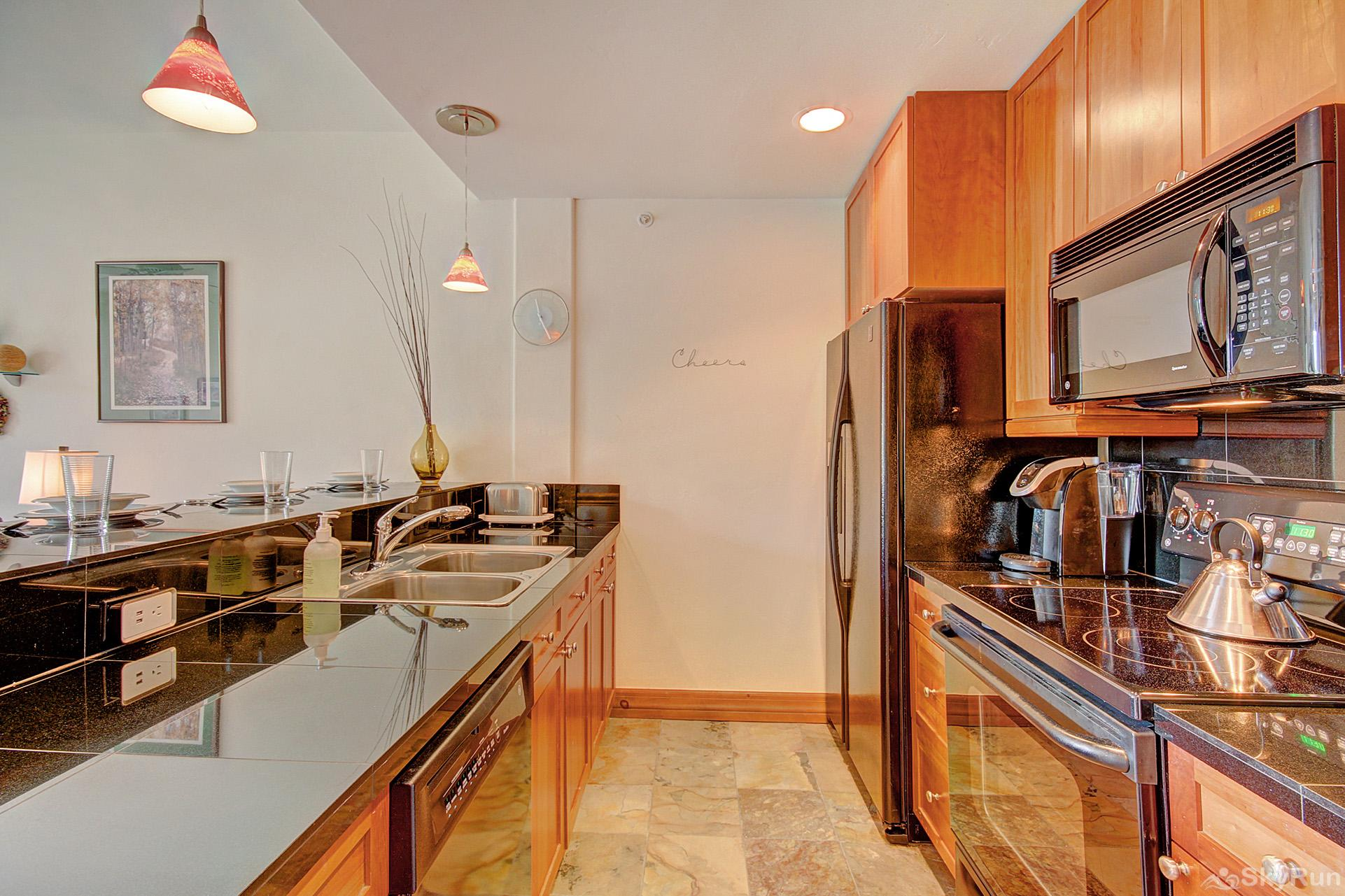 Highland Greens Lodge 305 Enjoy tasty home cooked meals in your beautifully upgraded kitchen