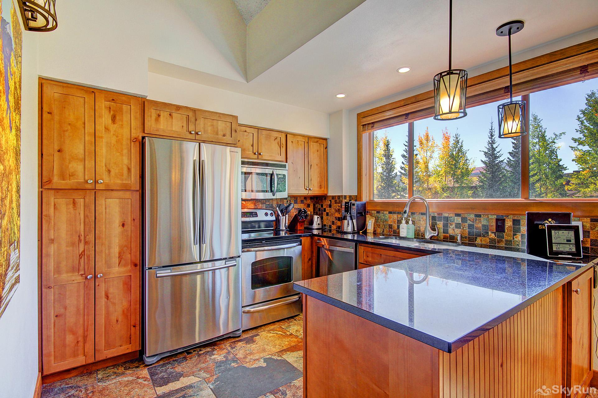 Ski Hill 8 Enjoy home cooked meals with the convenience of a fully equipped kitchen