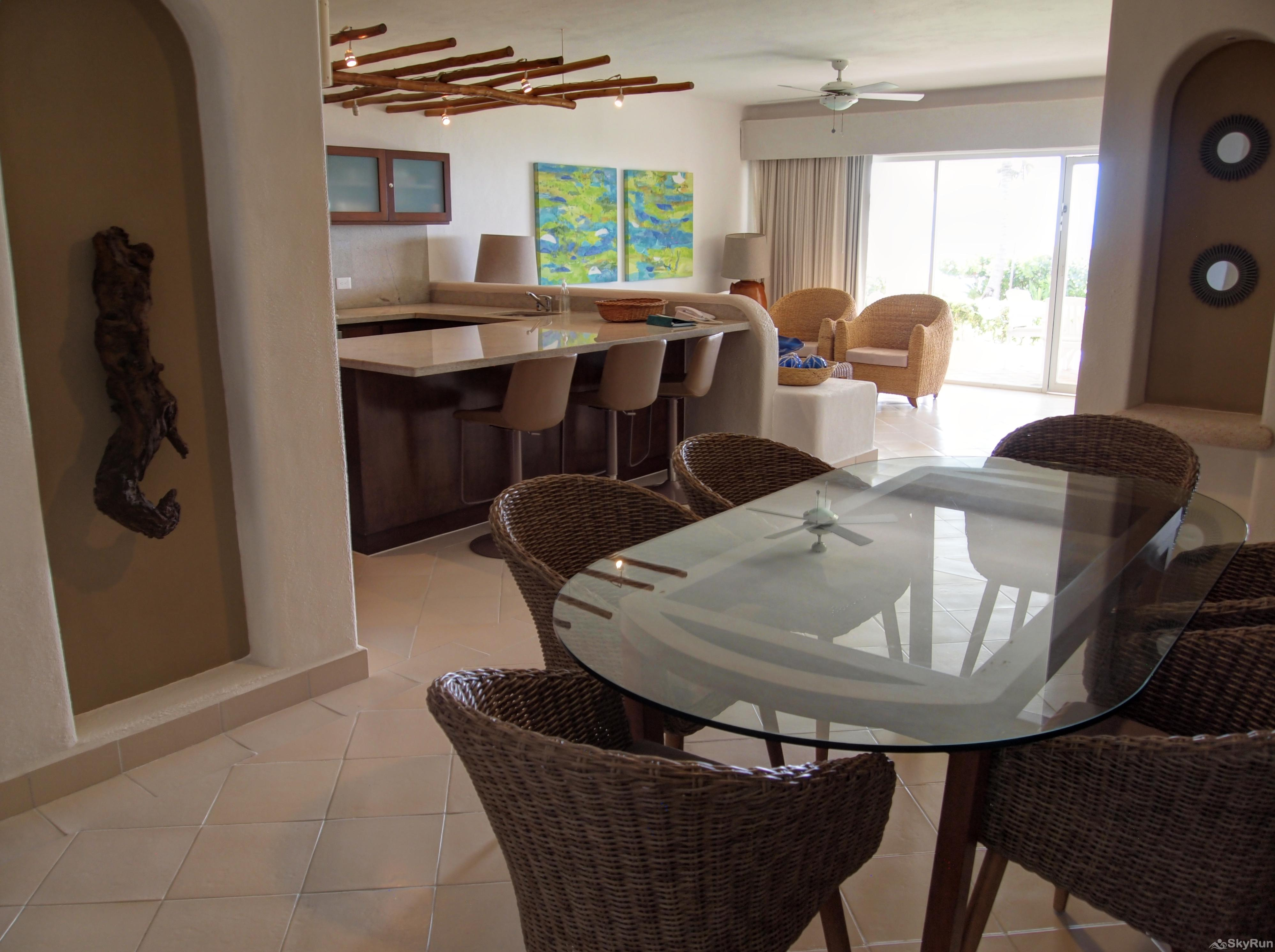 Las Villas Akumal 108  2 Bedroom Beachfront Second Floor Gorgeous dining area