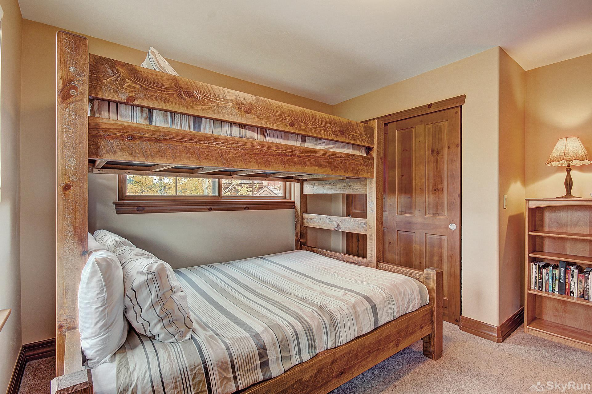 Highland Greens Spruce Upper level bunk bed room