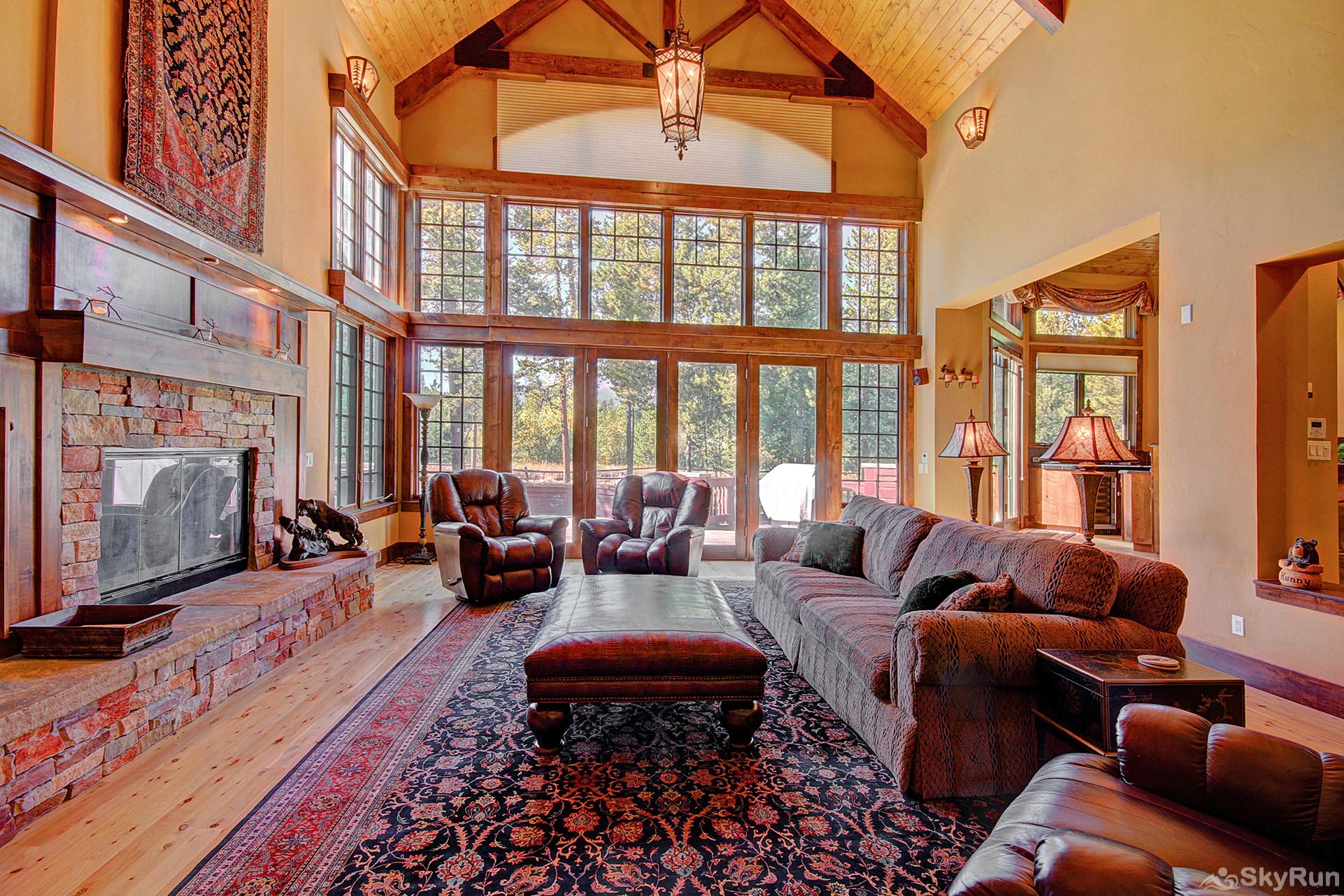 Marksberry Lodge Living room with large windows to provide plenty of natural lighting