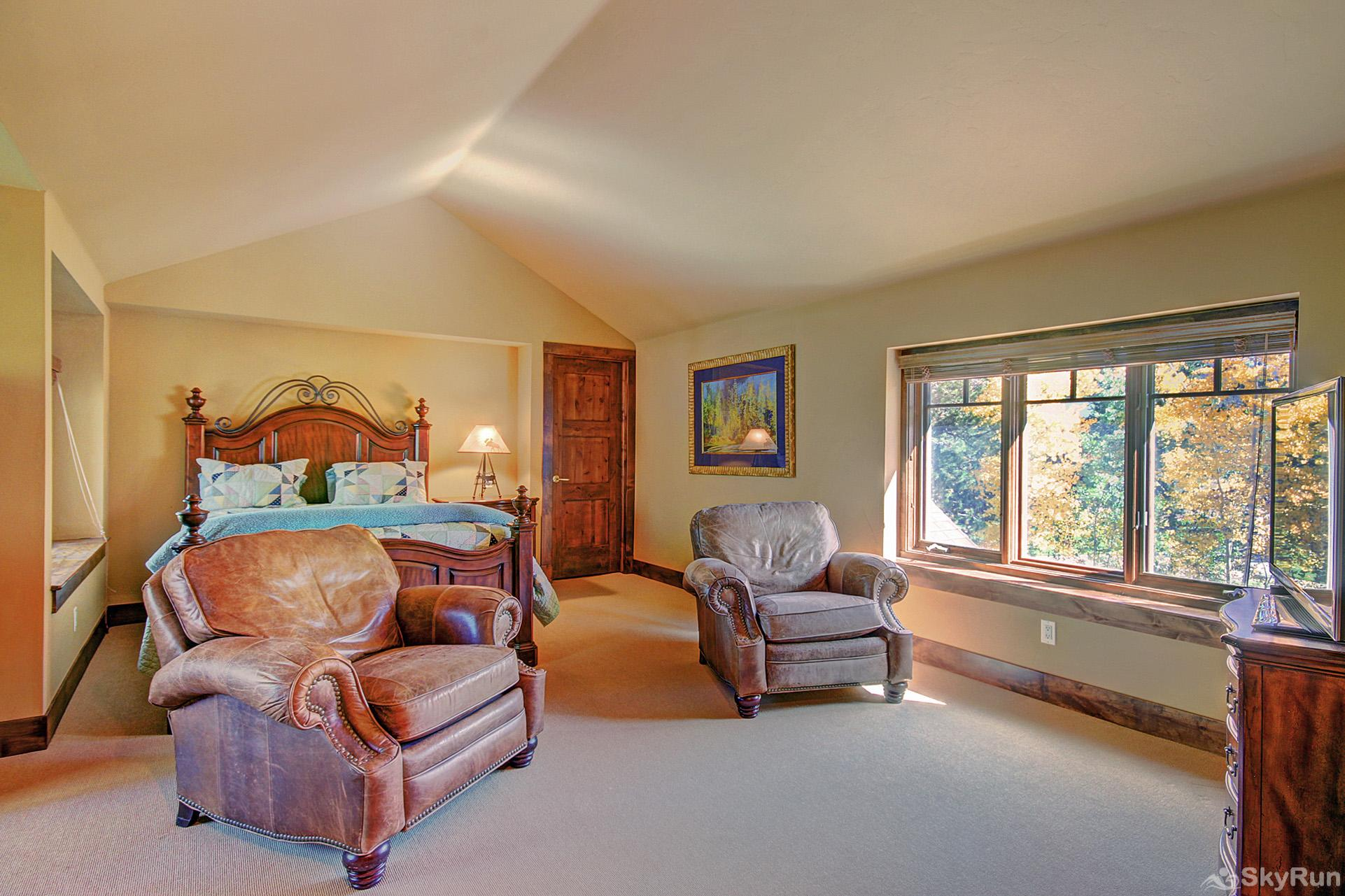 Marksberry Lodge Upper level queen bedroom with sitting area, crib