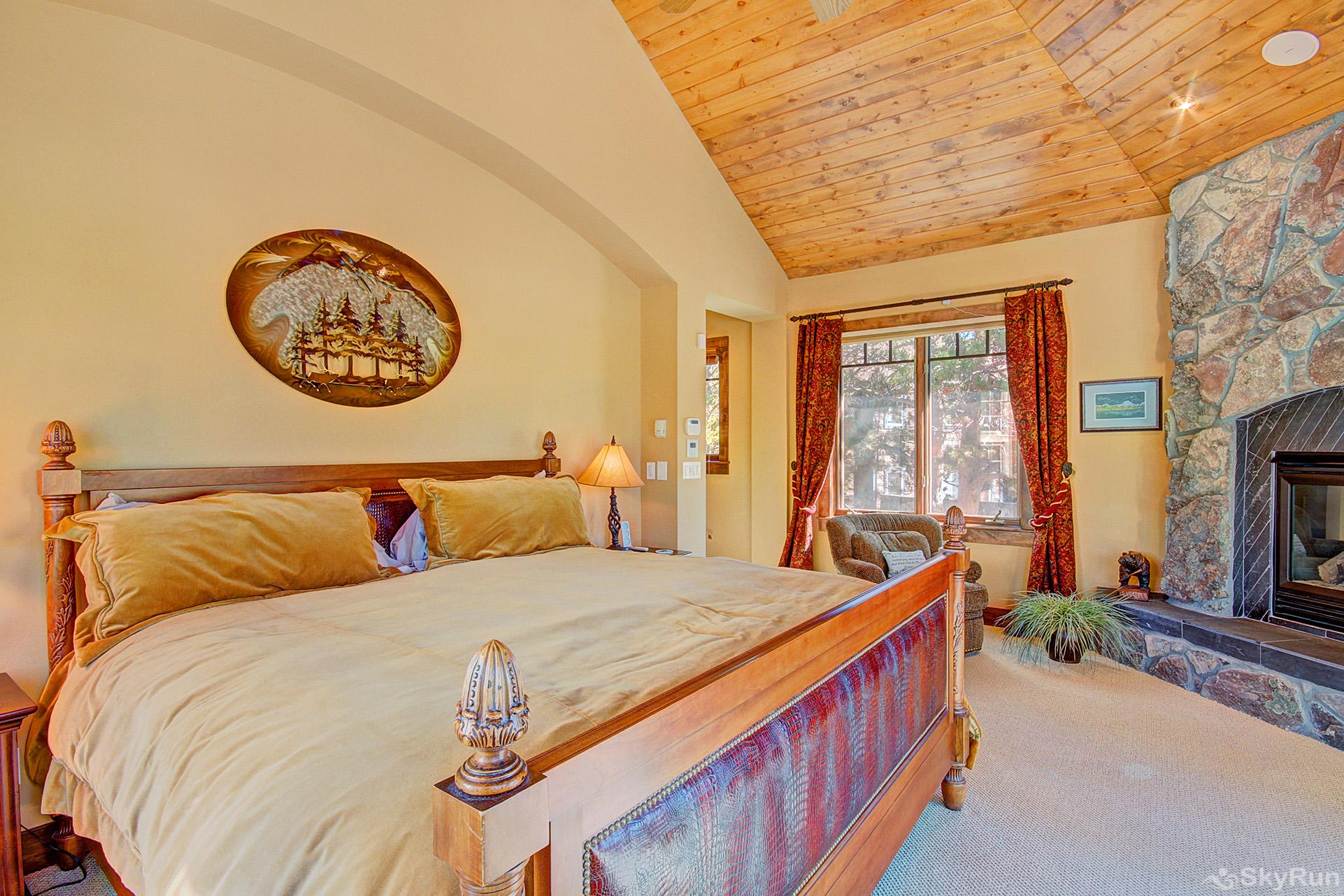 Marksberry Lodge King master suite with gas fireplace,  ensuite bath