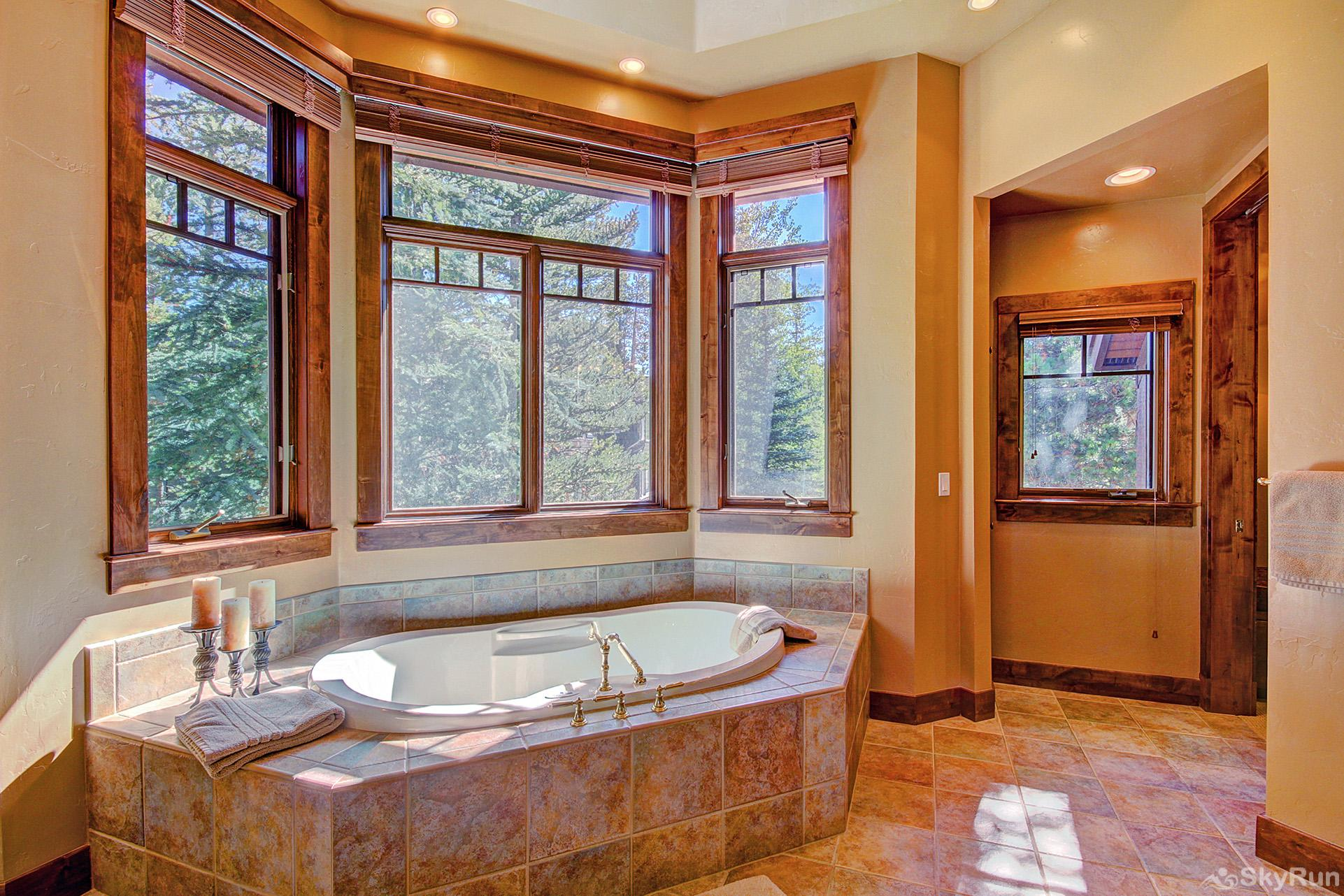 Marksberry Lodge King master ensuite bathroom