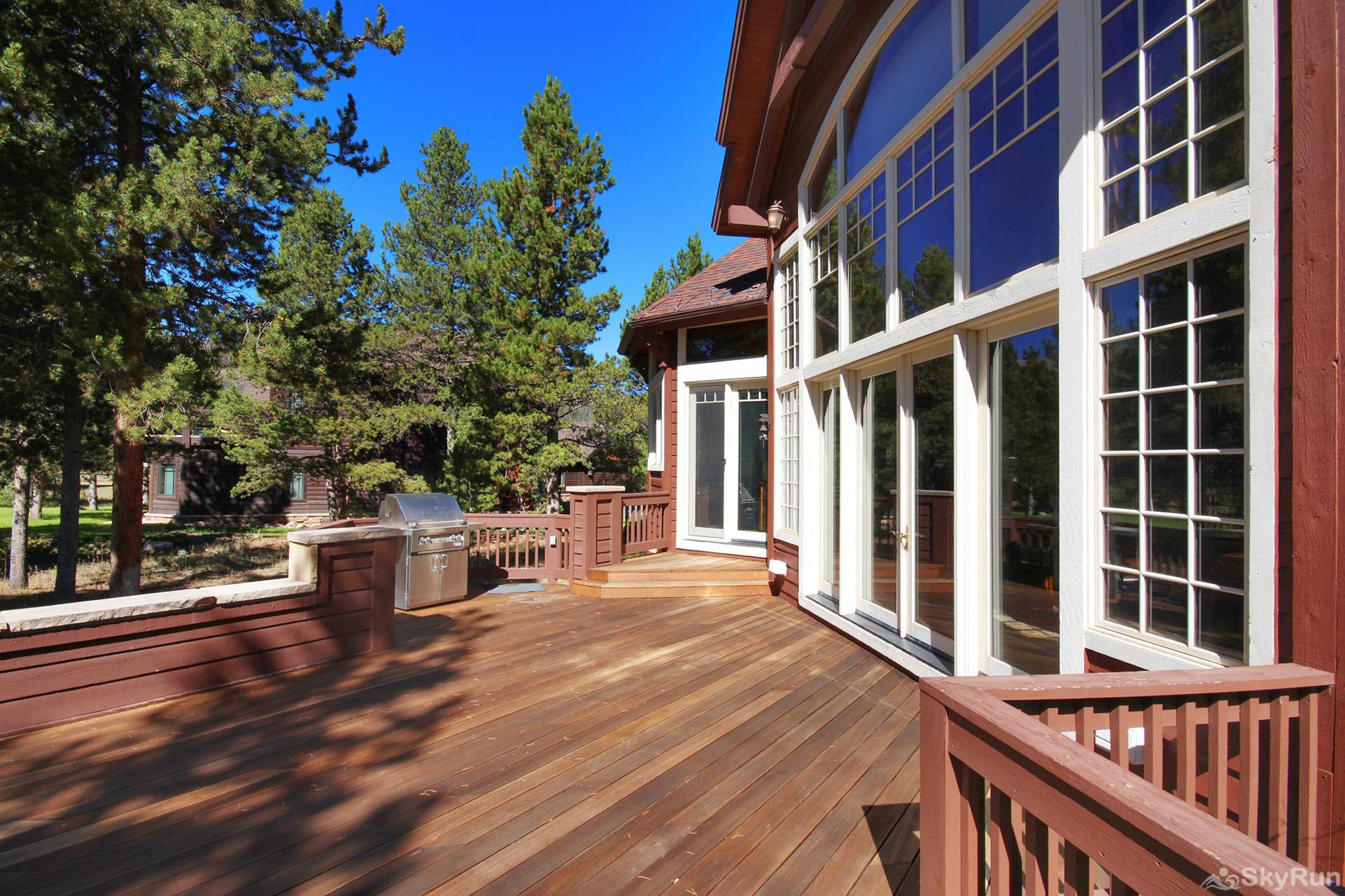 Marksberry Lodge Private back porch is perfect for spending time with family and friends