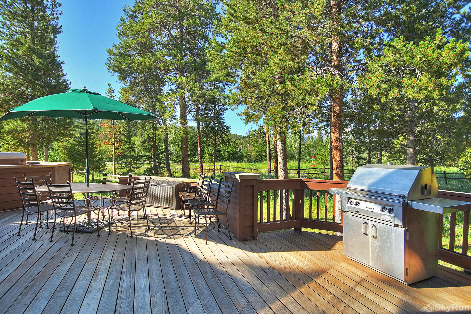 Marksberry Lodge Private porch with bbq and seating area
