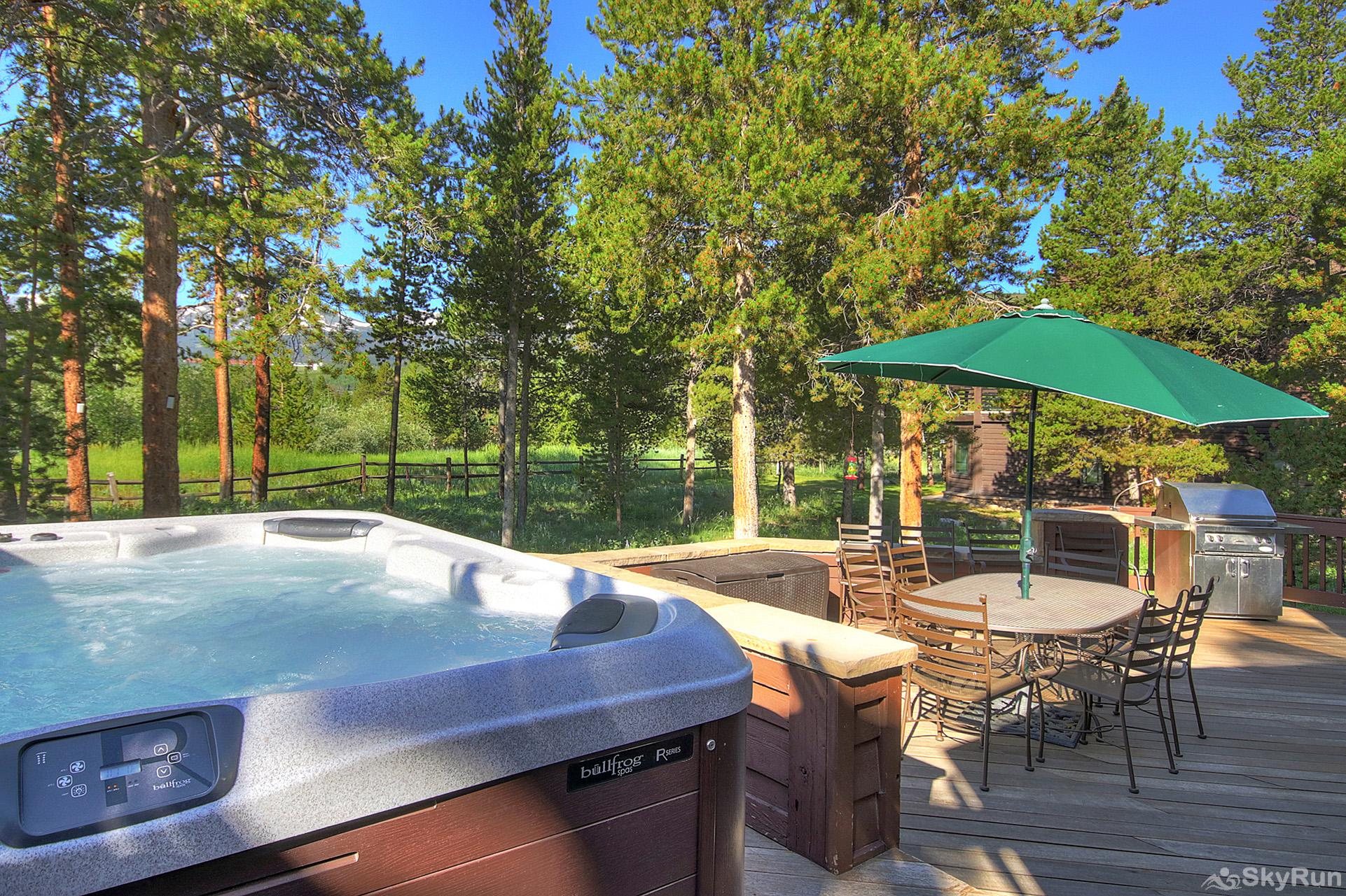 Marksberry Lodge Relax in your private outdoor hot tub!