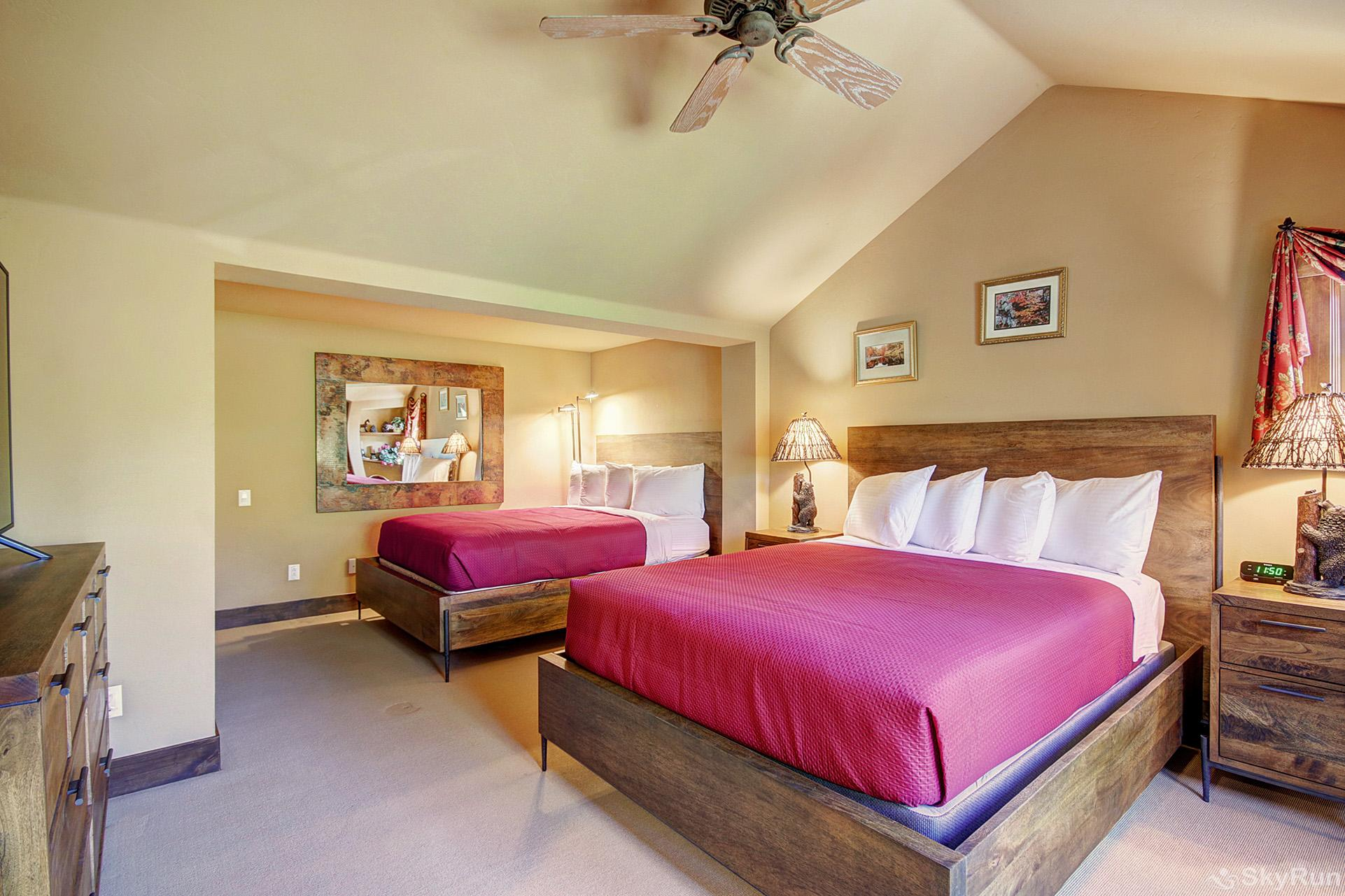 Marksberry Lodge Upper level bedroom with 2 queen beds, ensuite bath