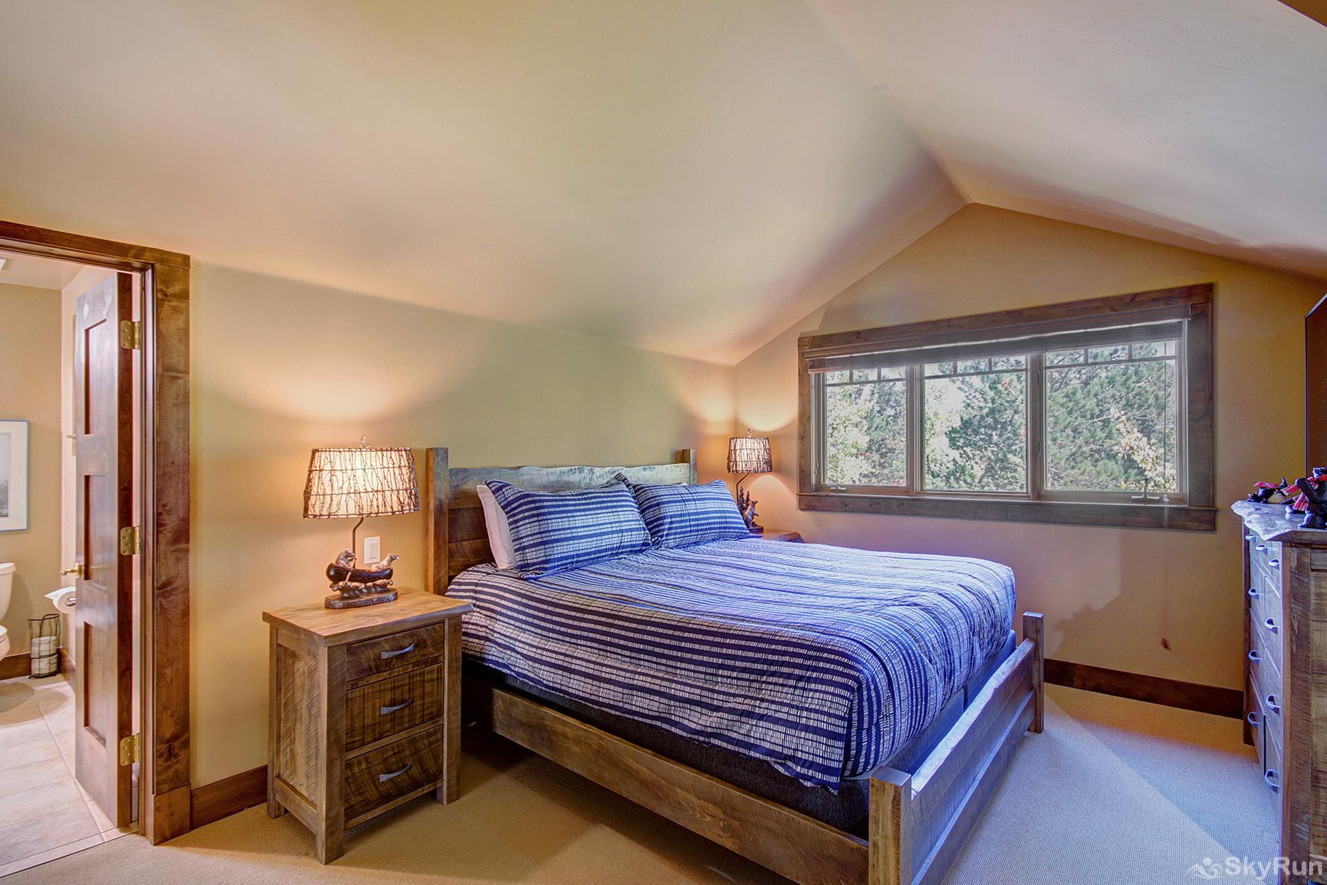 Marksberry Lodge Upper level king bedroom with ensuite bath, flat screen TV
