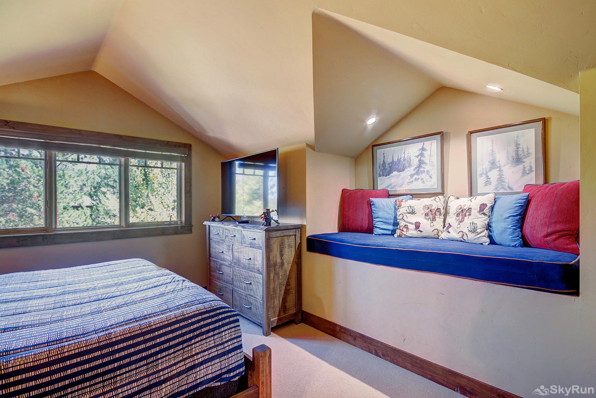 Marksberry Lodge Upper level king bedroom with flat screen TV, ensuite bath