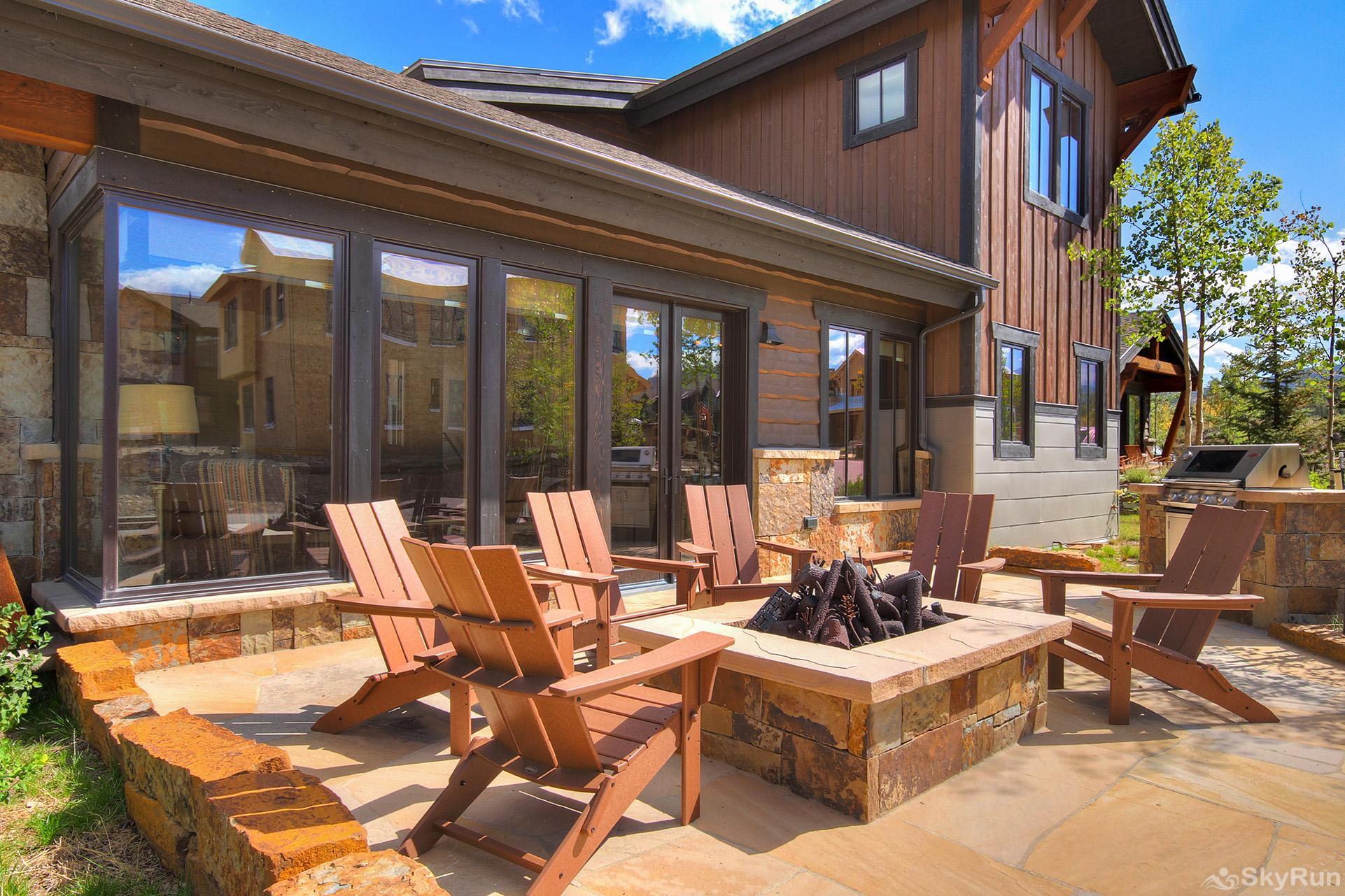 The Shores Lodge Luxurious private patio with gas fire pit and BBQ *not available in winter*