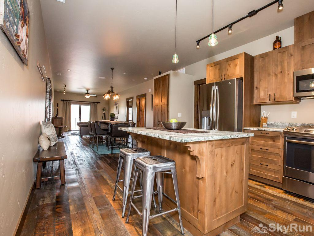 Silver Wolf Penthouse Enjoy morning coffee or a glass of wine at the kitchen island