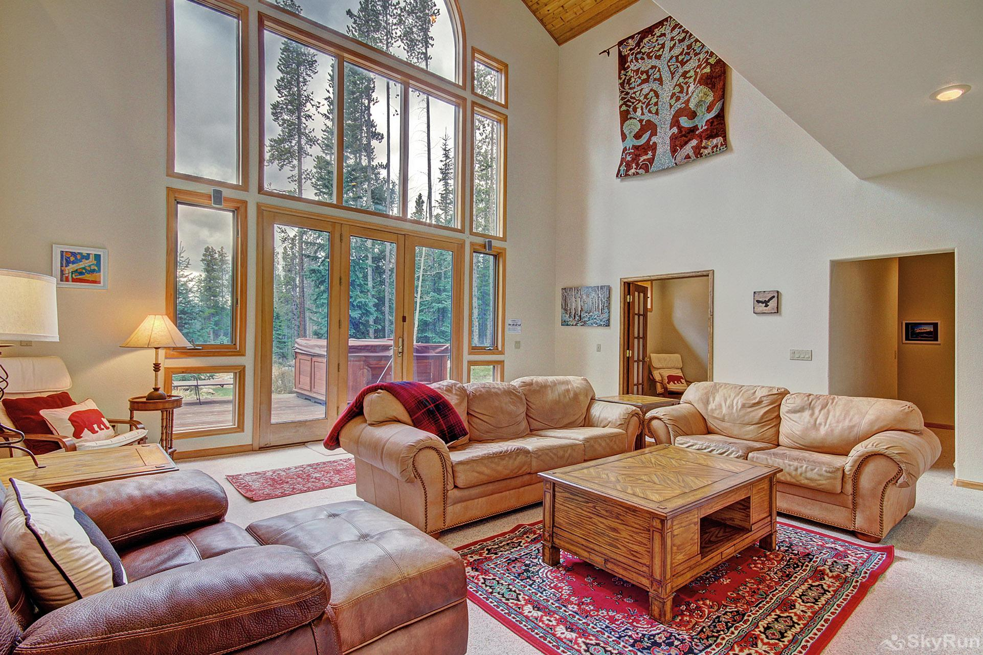 Secret Trail Lodge Large living area with lofted ceilings