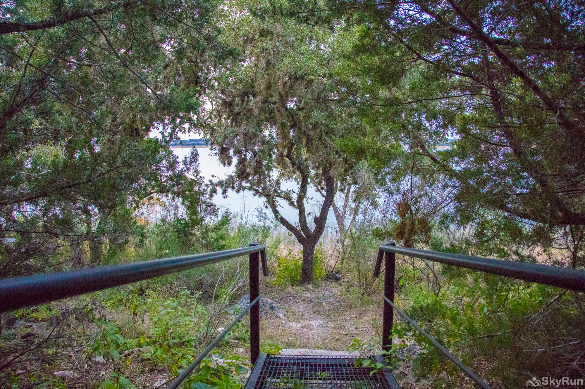 WATER'S EDGE RETREAT Path to Canyon Lake water access