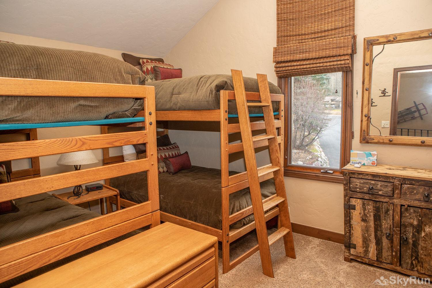 12 Riverbend Townhomes Bunk Room