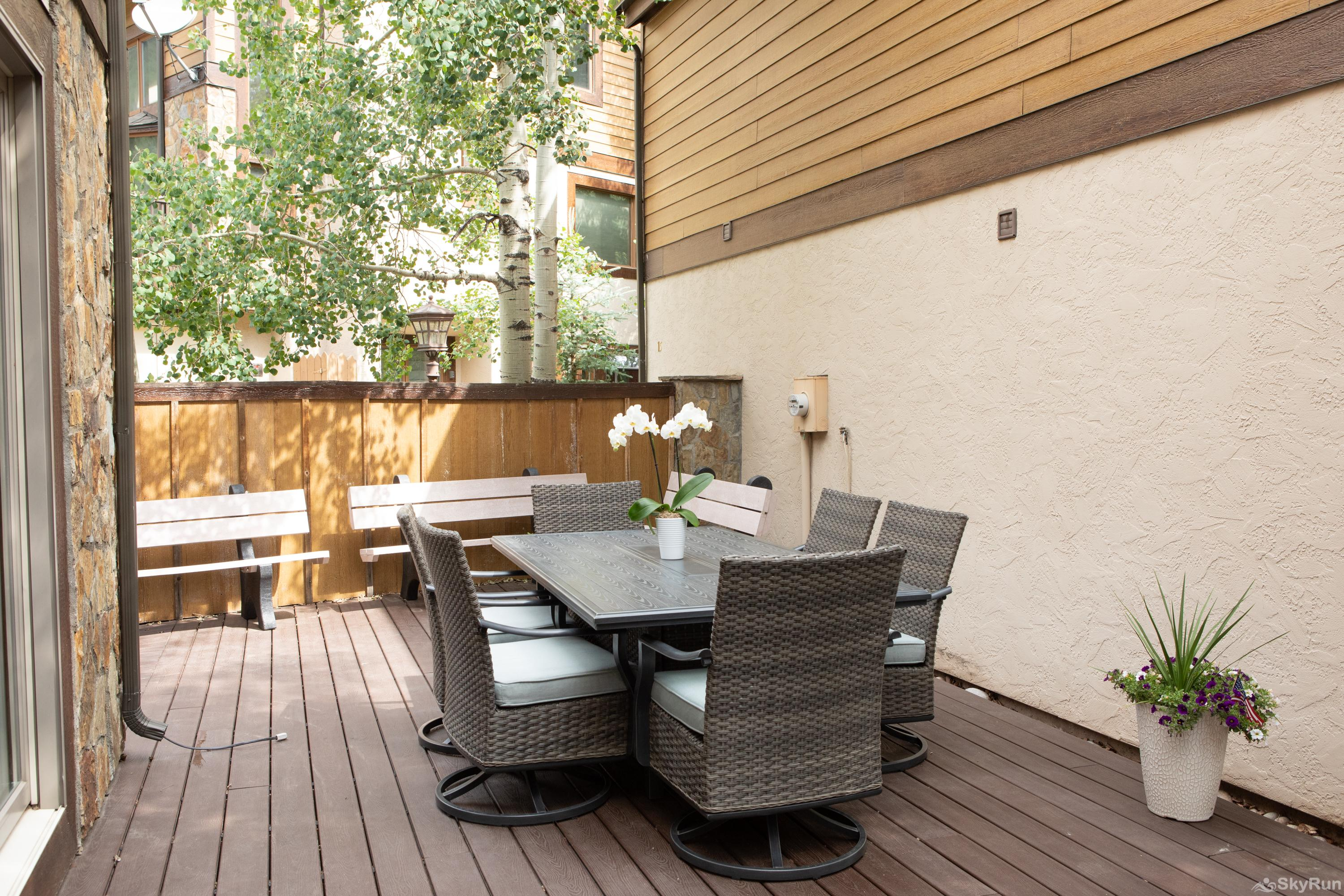 12 Riverbend Townhomes Patio