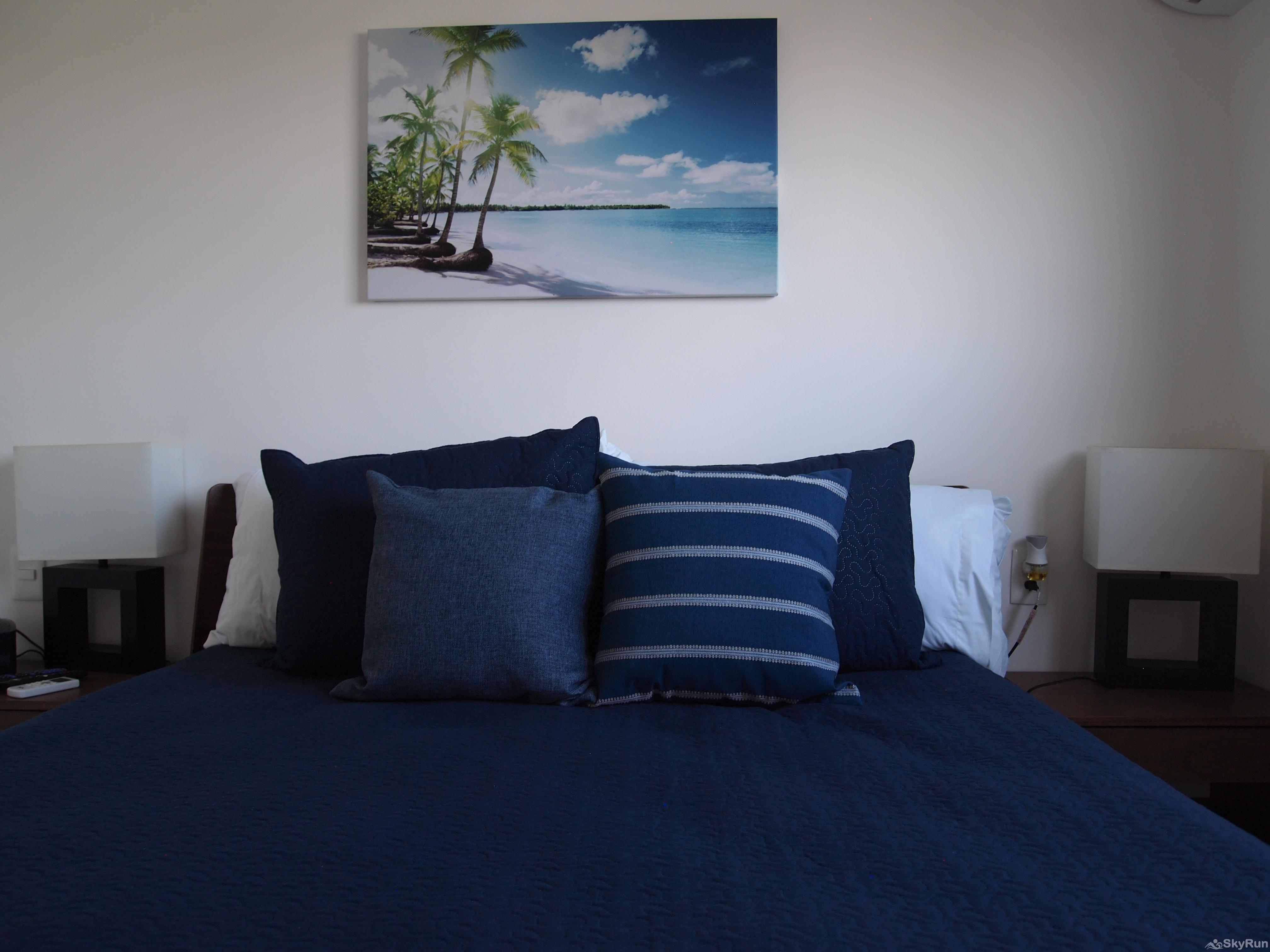 Best Condo in Playa del Carmen Close to 5th Avenida Outdoor Pool, Private Parking spacious king size beds