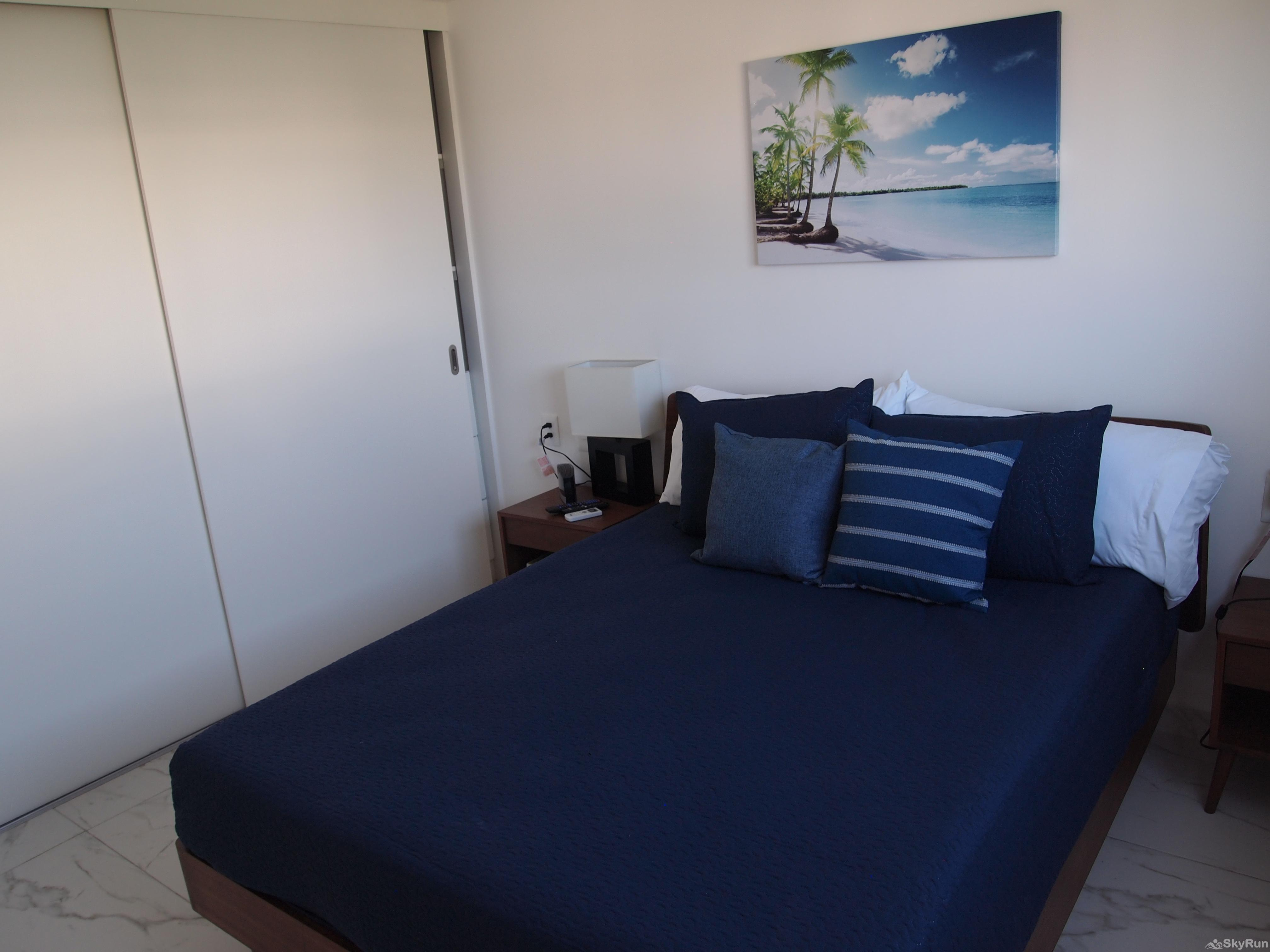 Best Condo in Playa del Carmen Close to 5th Avenida Outdoor Pool, Private Parking King Size beds