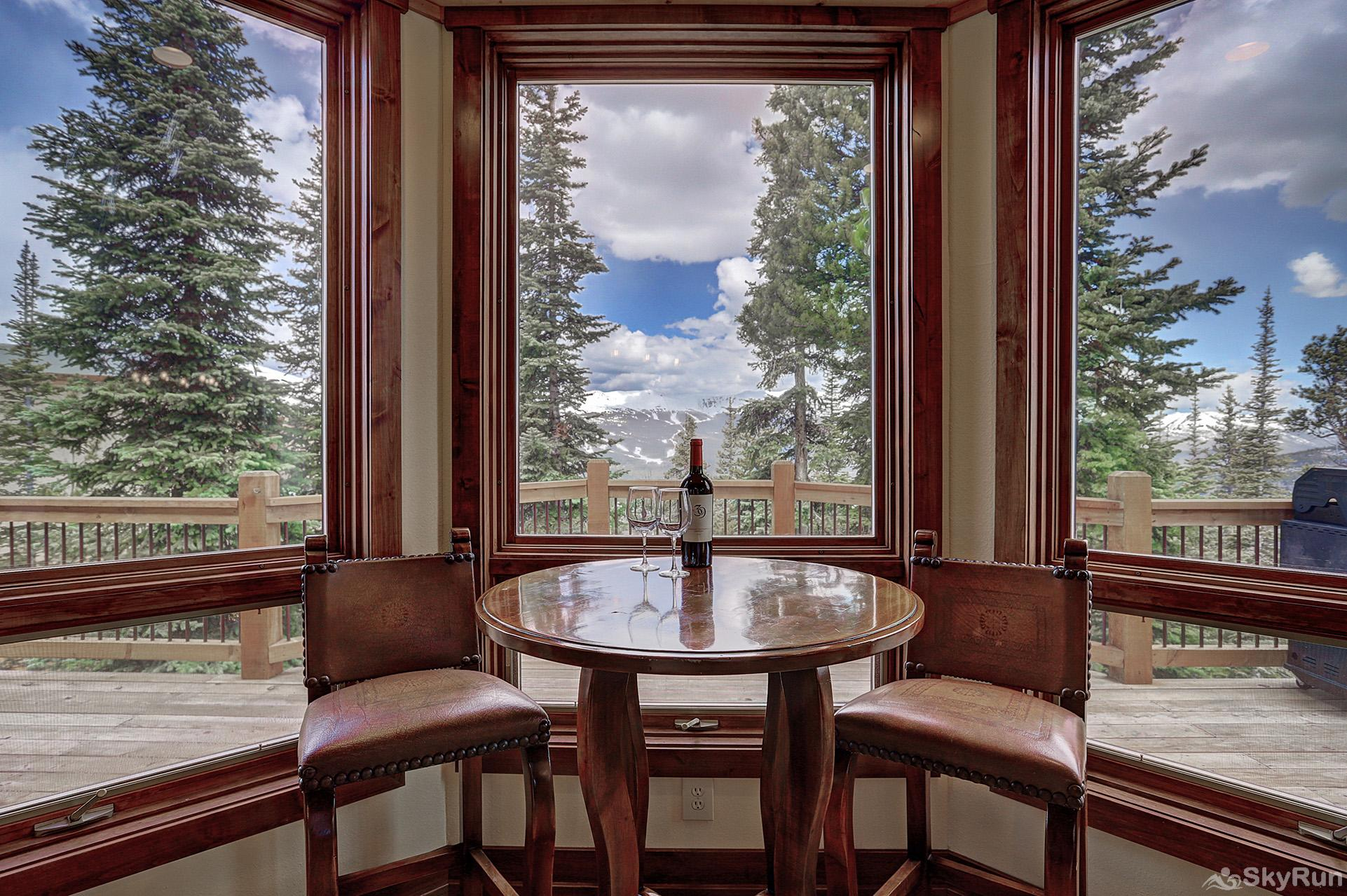 Mountain Vista Lodge Breakfast nook
