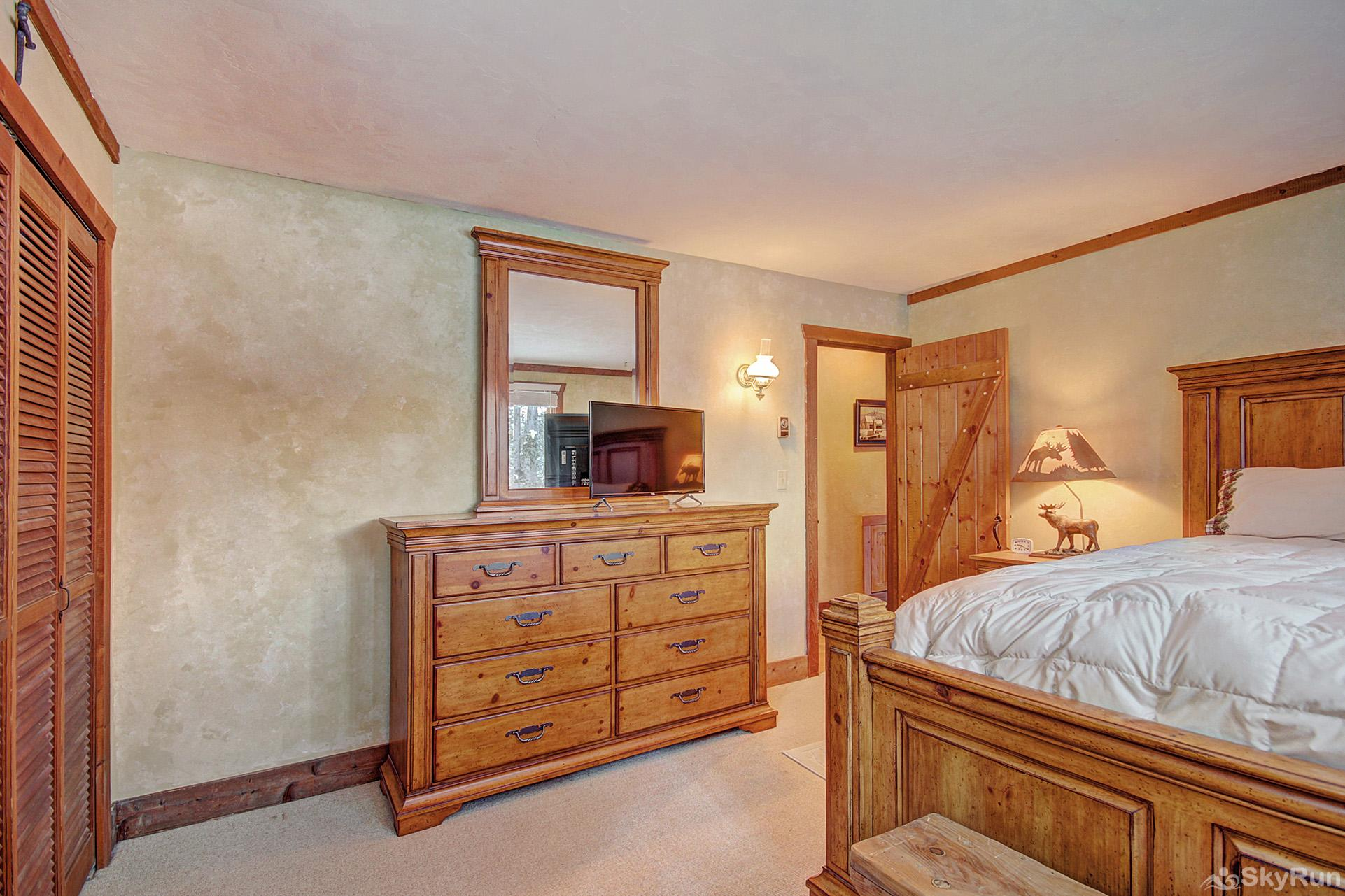 Whispering Pines Main level queen bedroom