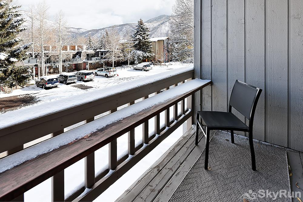 Timber Ridge Unit 2E Casual back deck views of Aspen