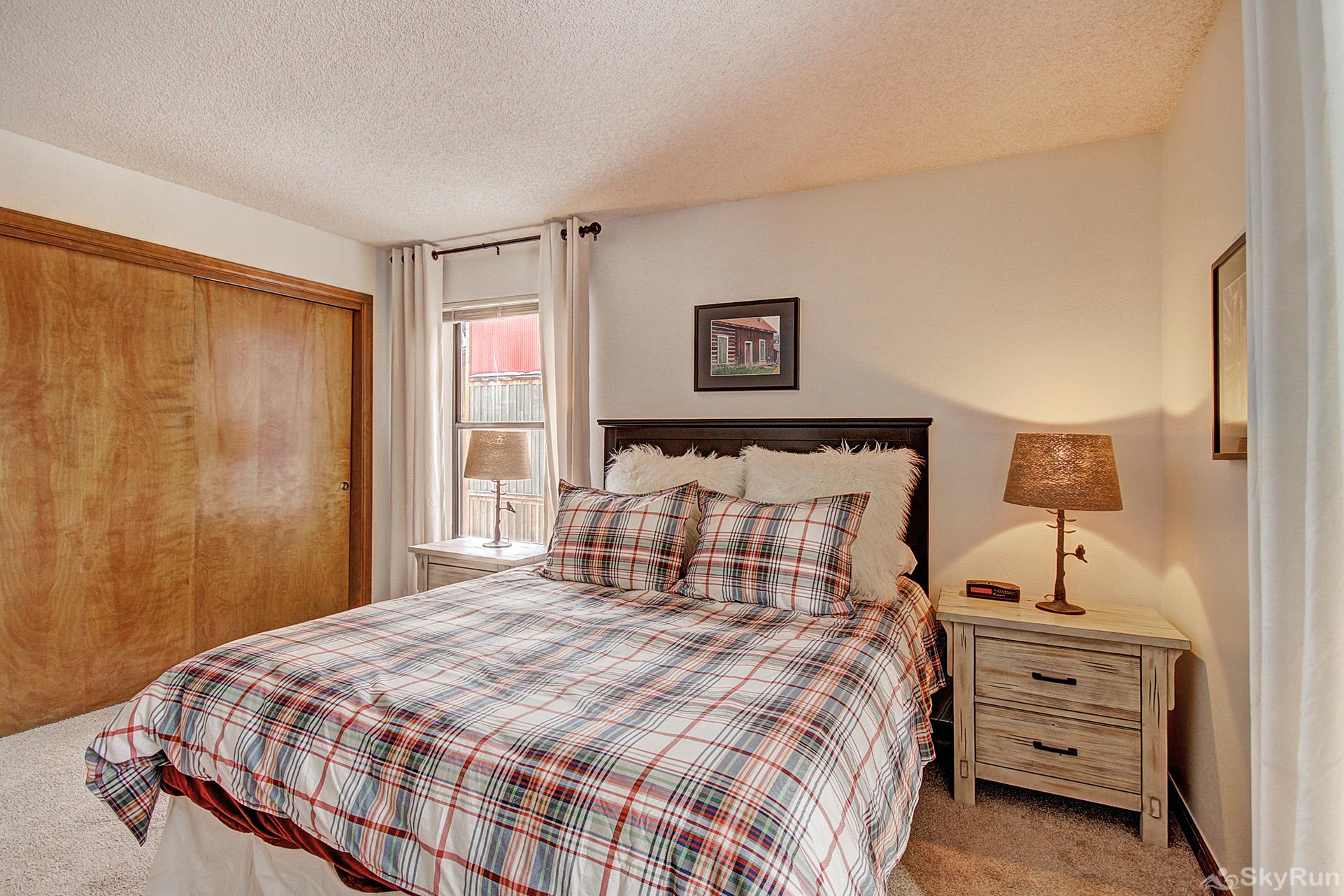 Tyra Summit A2F Queen master bedroom with flat screen TV and ensuite bath