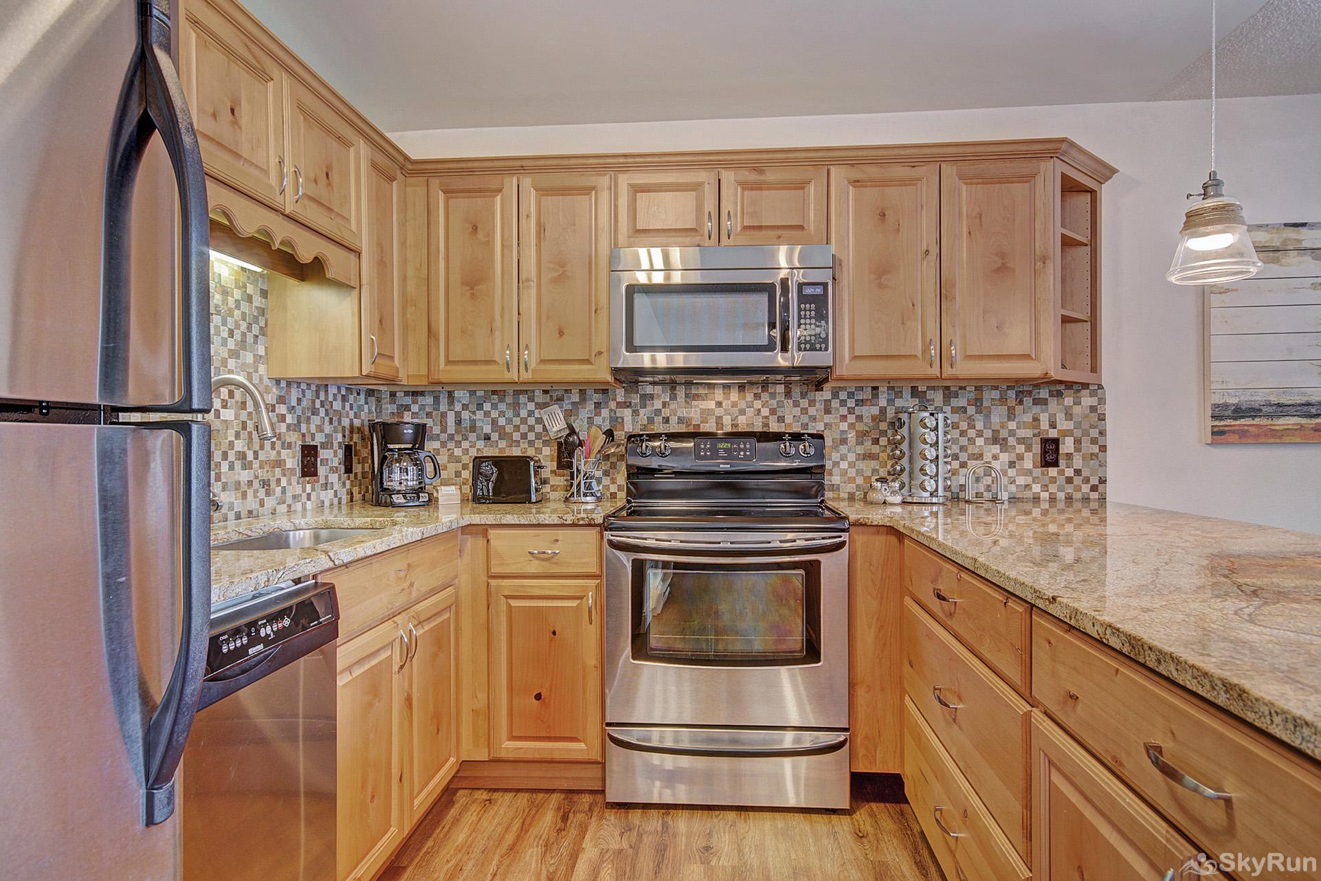 Tyra Summit A2E/F Fully equipped kitchen updated with stainless steel appliances