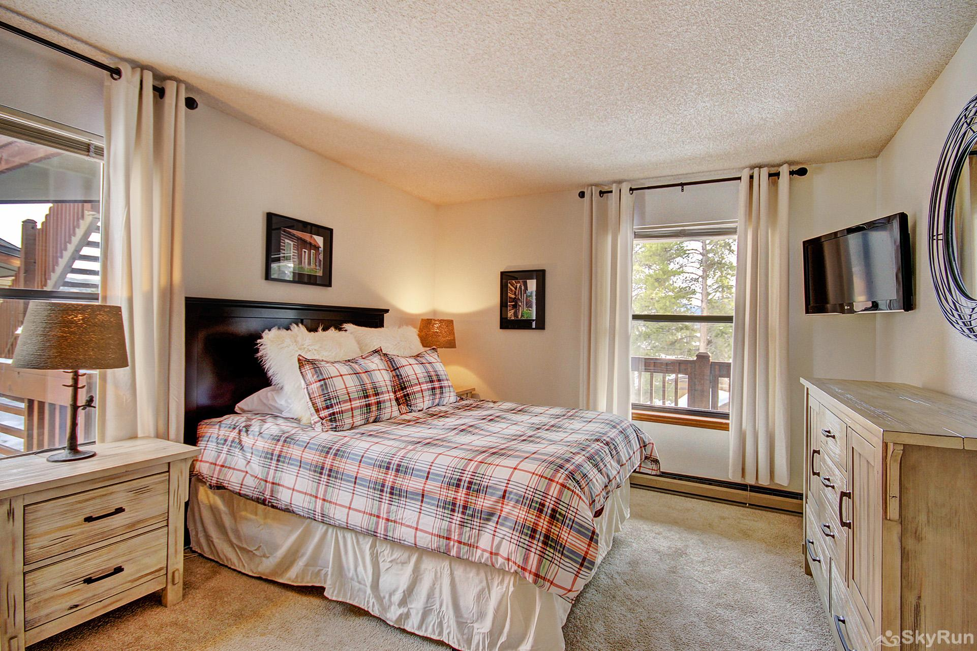Tyra Summit A2E/F Second queen master bedroom with ensuite bath, flat screen TV