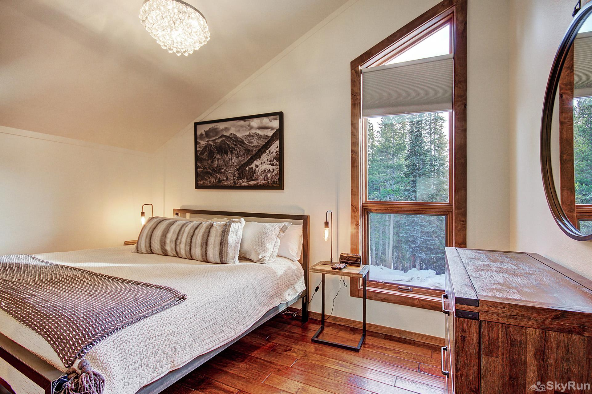 Summit Solitude Estate Main level king bedroom with ensuite bath, flat screen TV