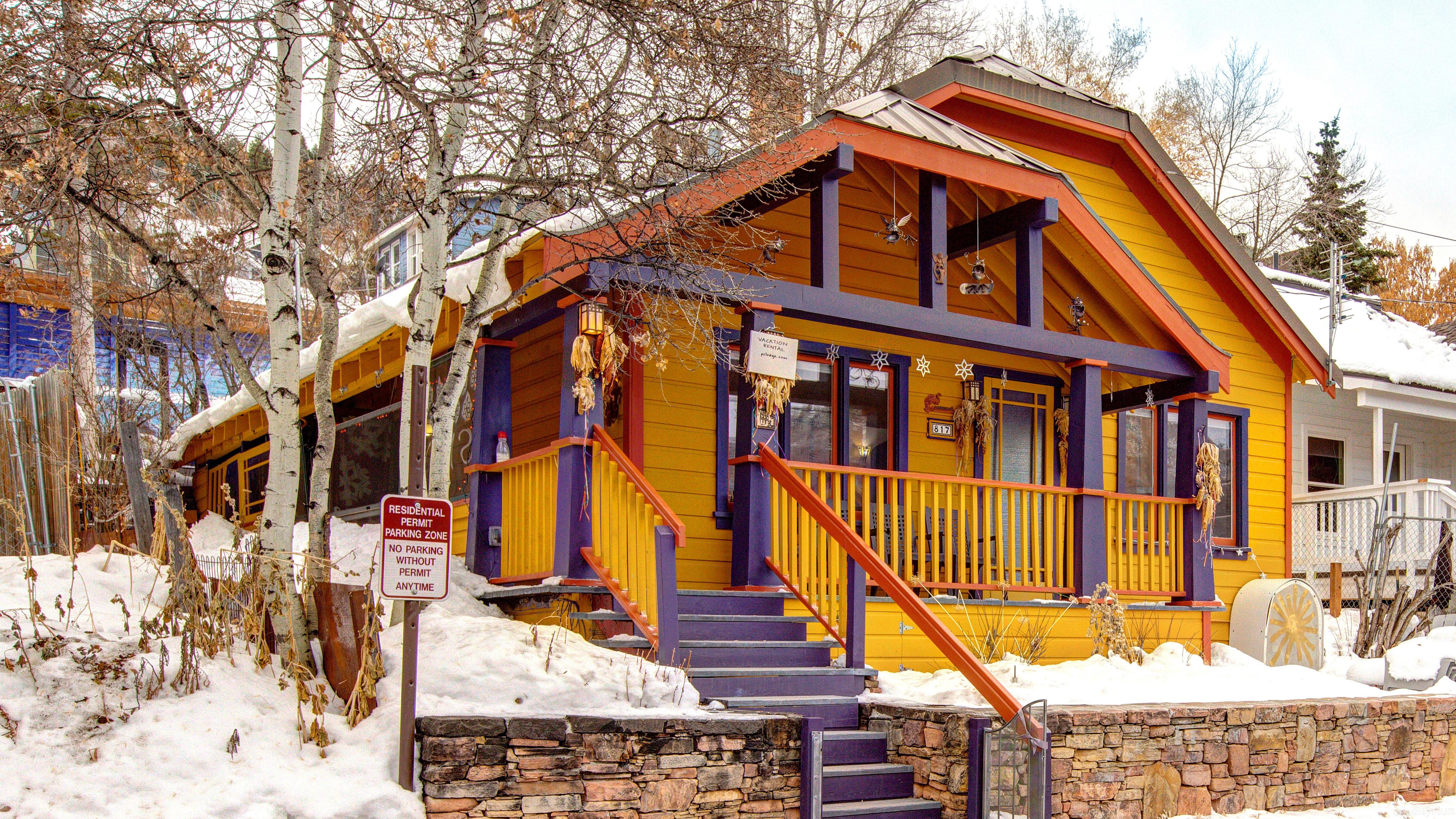 Ski-In Ski-Out Artist's Bungalow Old Town Charm